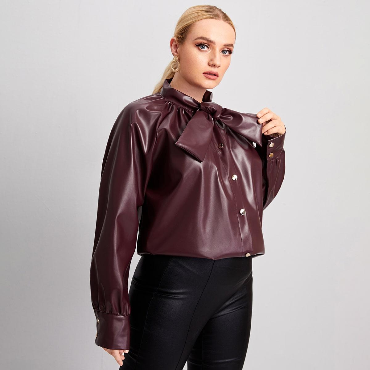 Блузка размера плюс с воротником-бантом и рукавом реглан из искусственной кожи