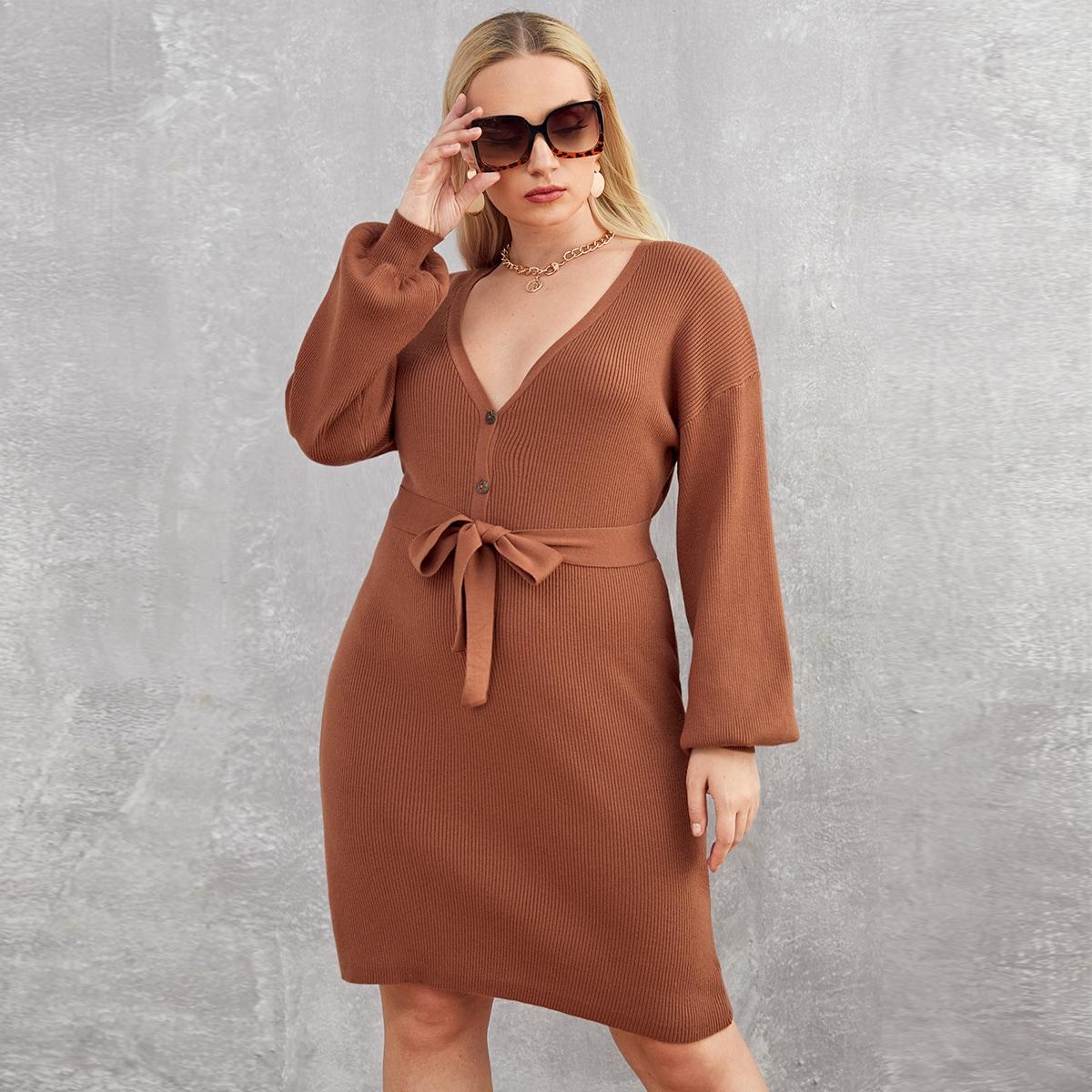 Трикотажное платье размера плюс с поясом