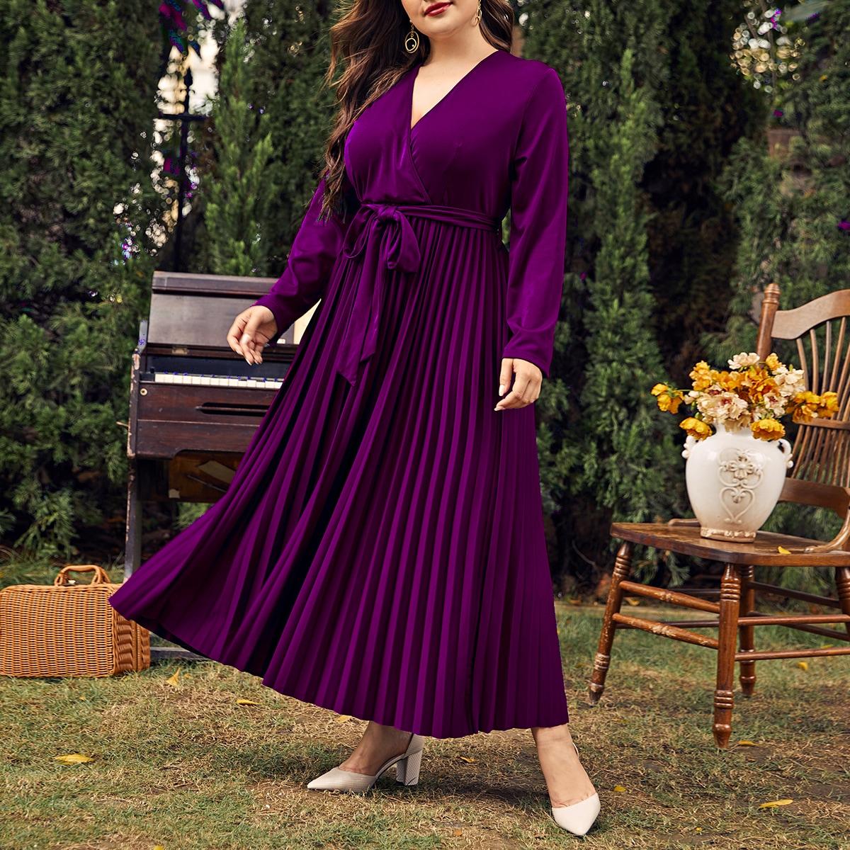 Плиссированное платье размера плюс с поясом и v-образным воротником