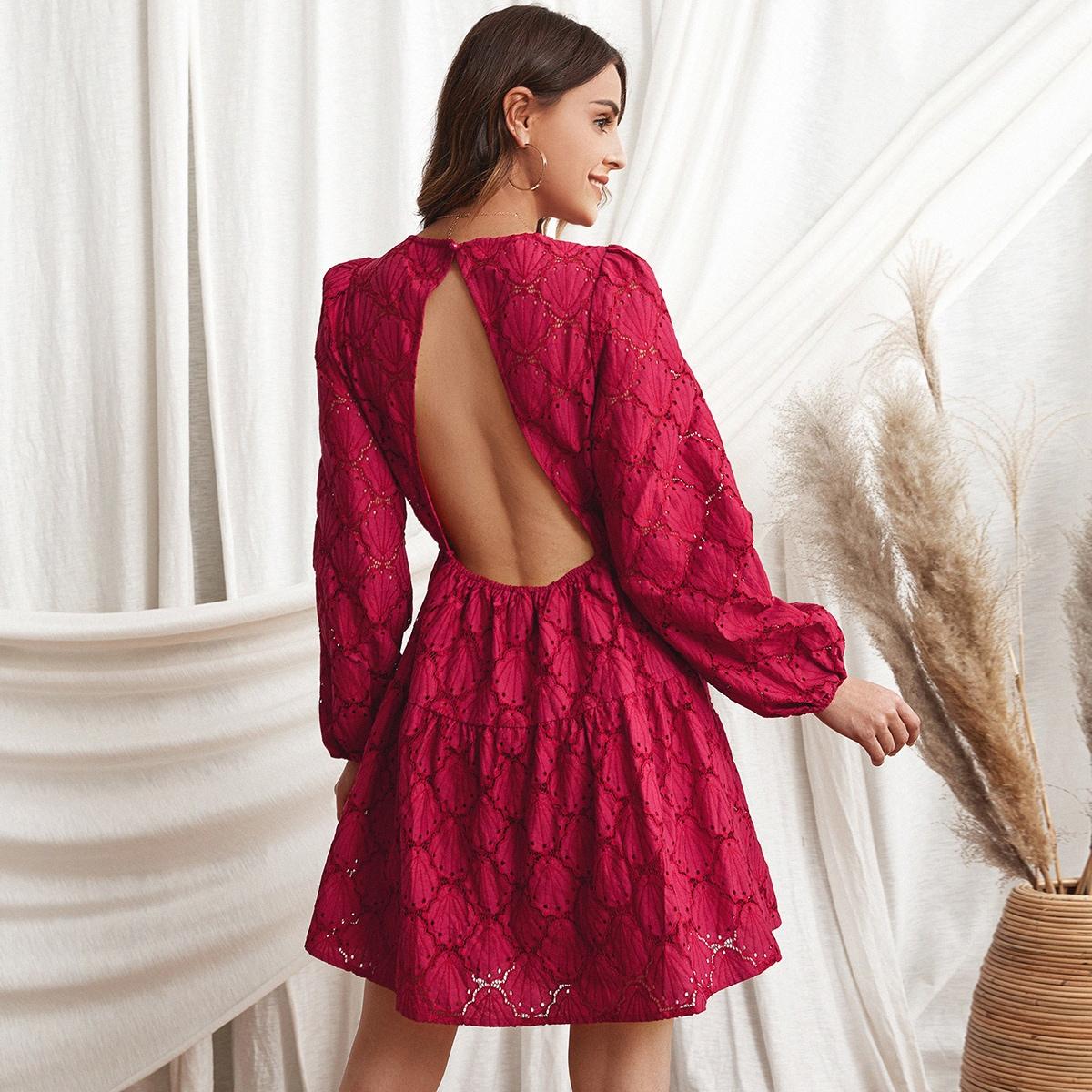 Платье с рукавами фонариками и кружевной отделкой