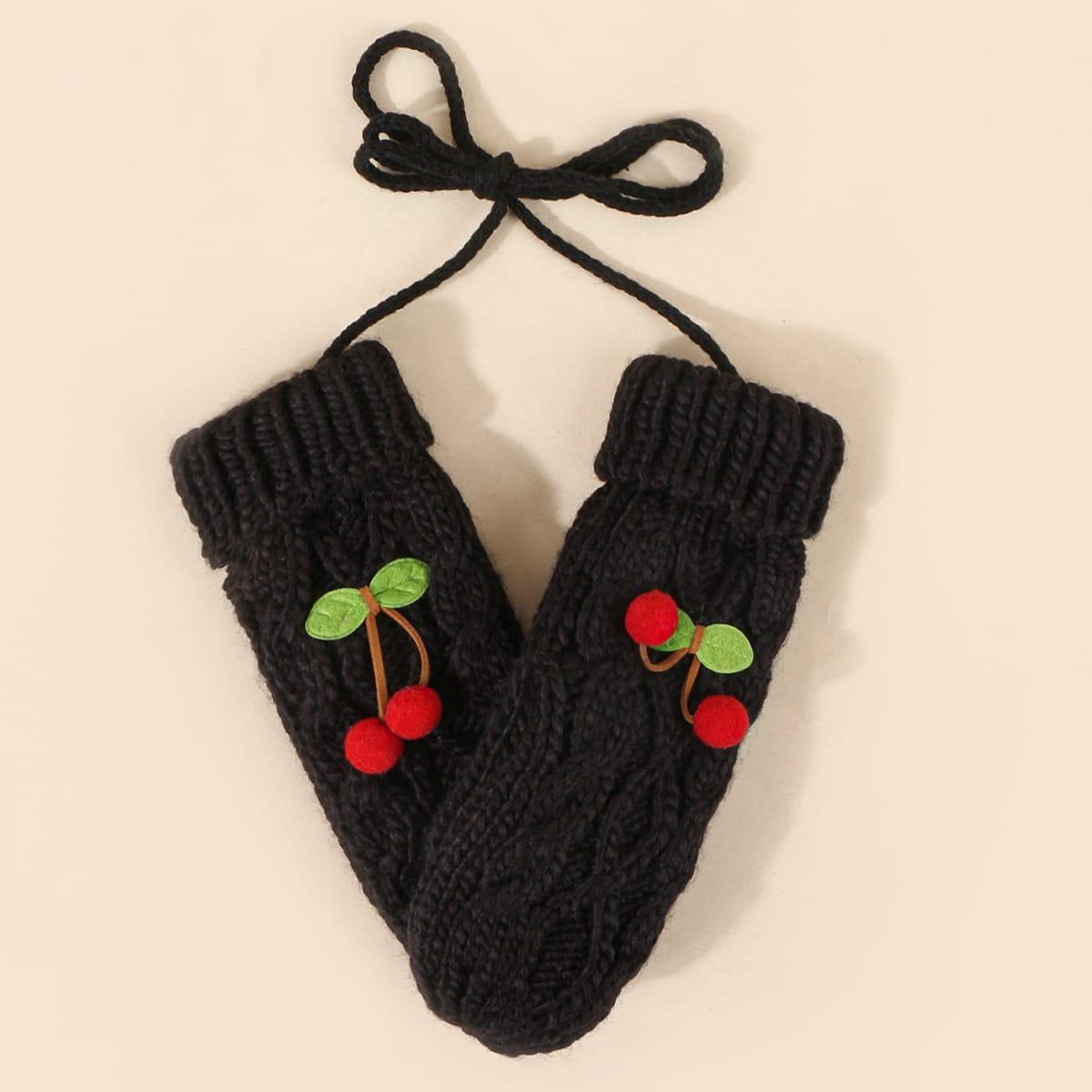 Вязаные перчатки с вишней