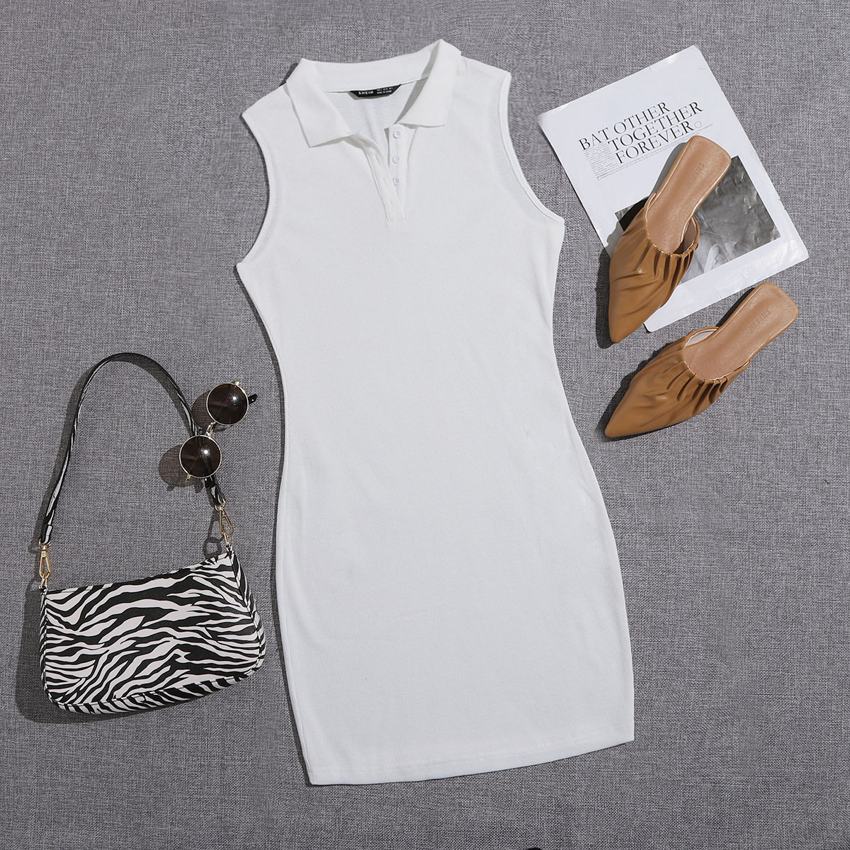 Облегающее платье с воротником-поло