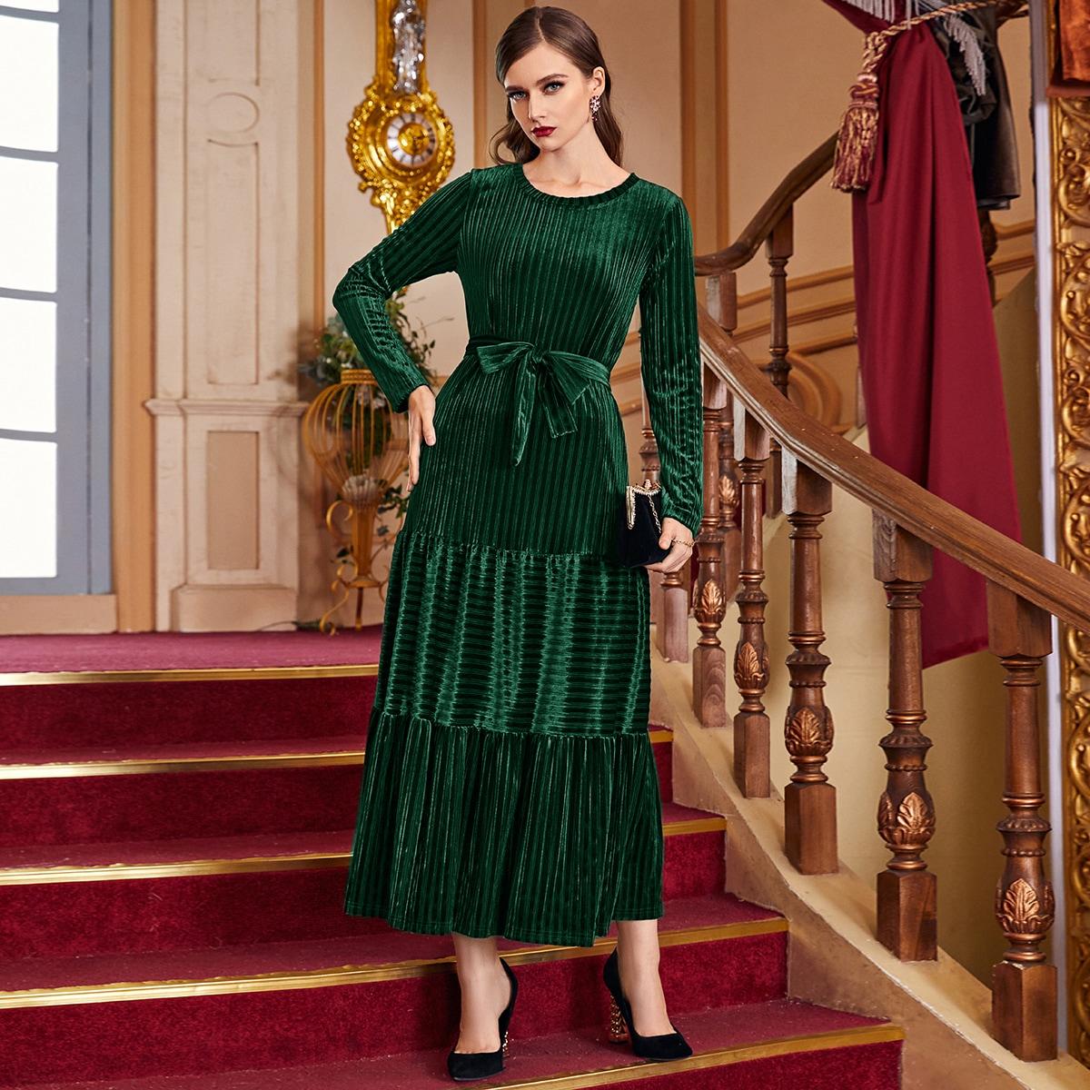Бархатное платье в рубчик с поясом и оборкой
