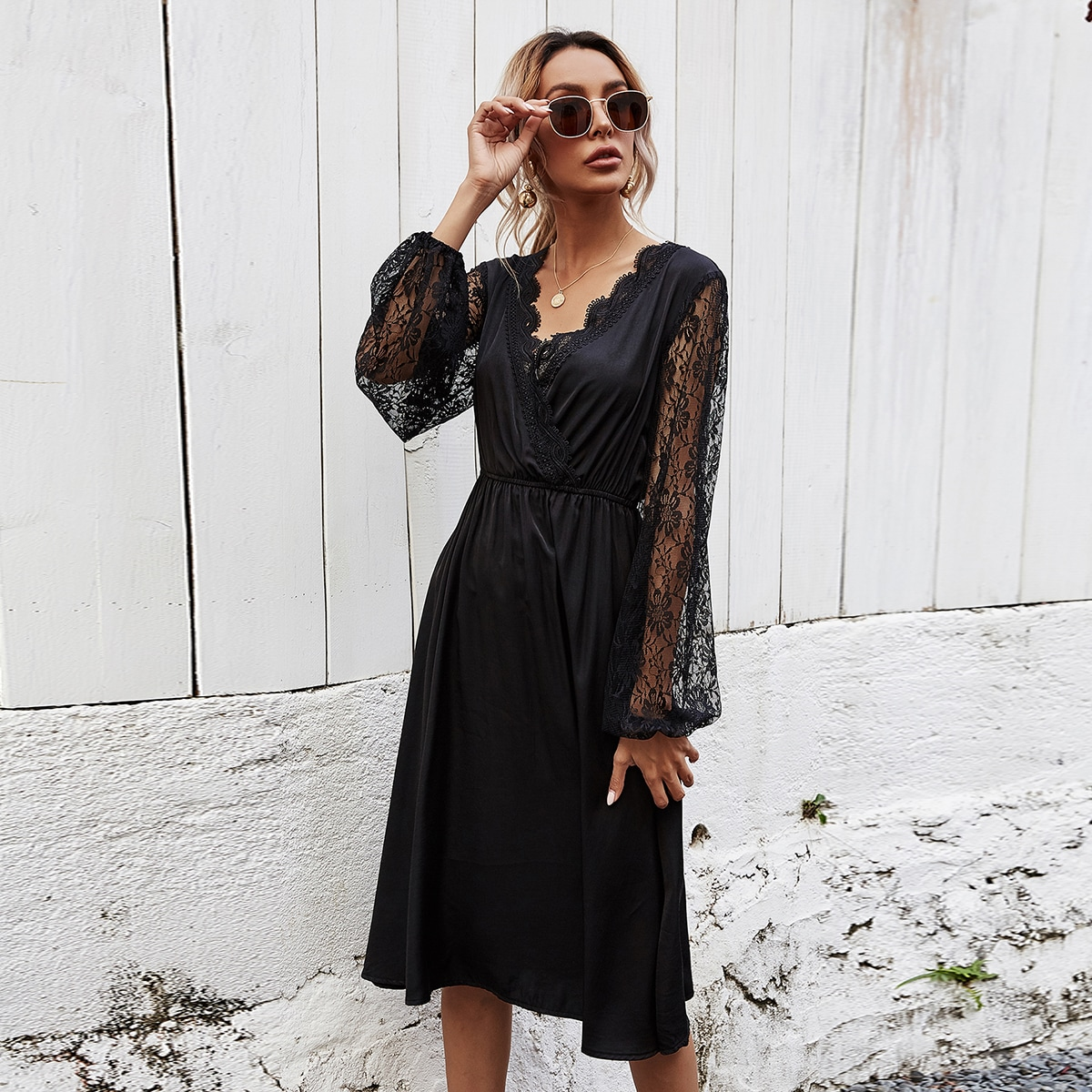 Платье с кружевной отделкой и рукавами фонариками