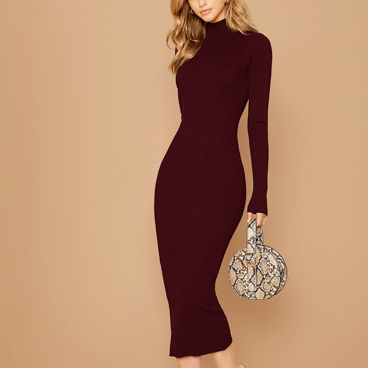 Облегающее вязаное платье в рубчик