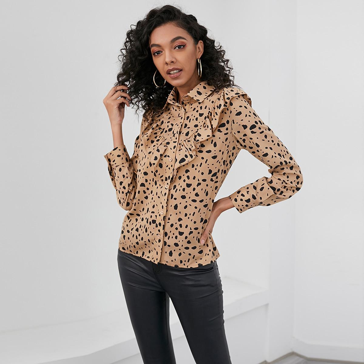 Оригинальная блузка с оборкой и далматинским принтом