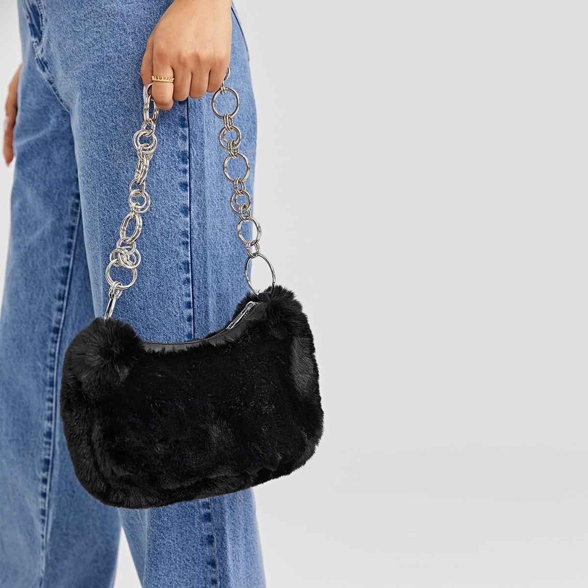 Плюшевая сумка на плечо с цепочкой