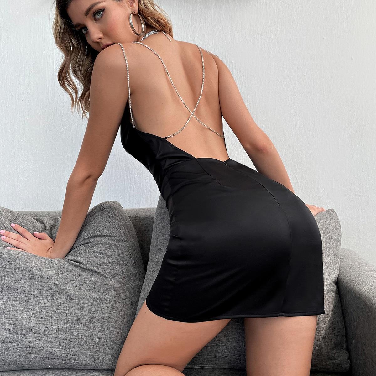 Платье с открытой спиной и стразами