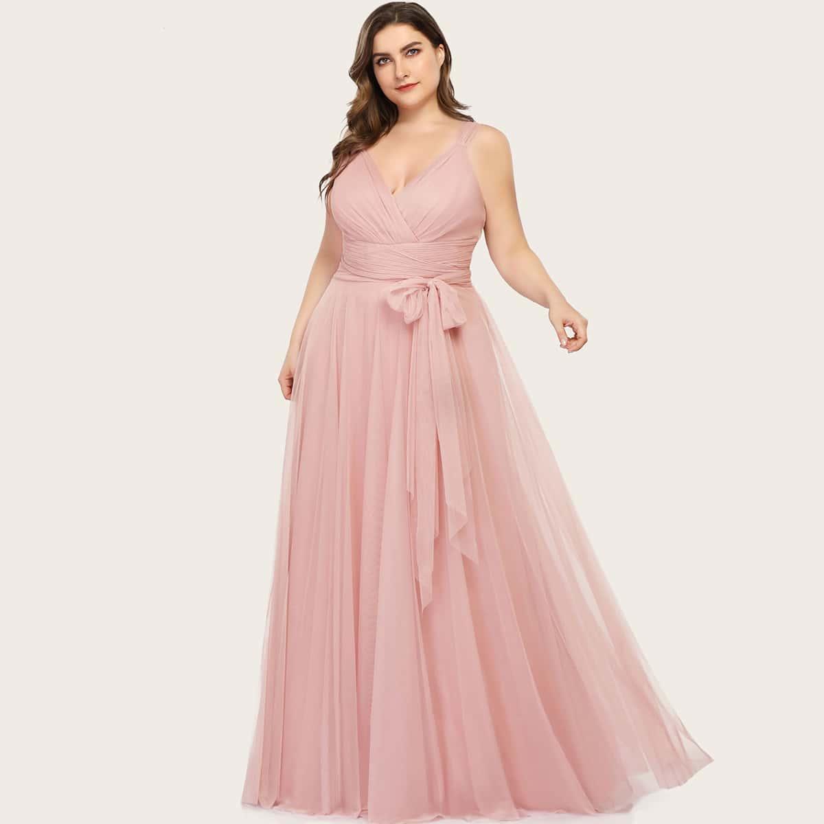 Сетчатое платье размера плюс с поясом и v-образным воротником