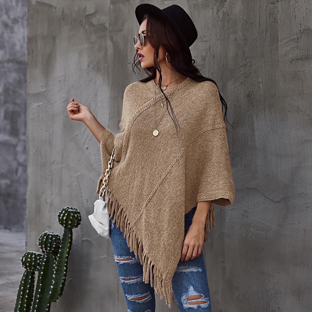 Вязаный свитер-пончо в рубчик с бахромой