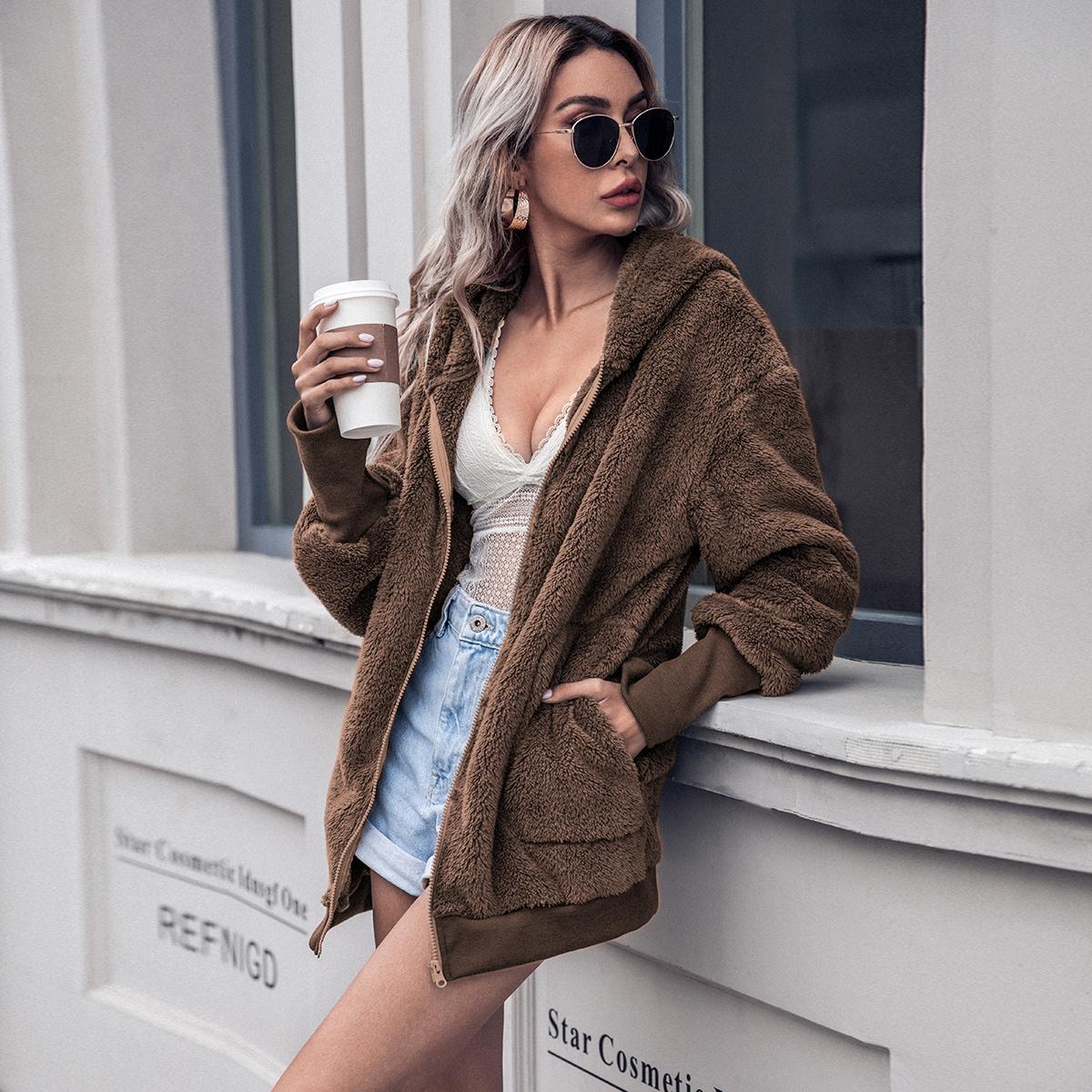 Плюшевая куртка на молнии с капюшоном