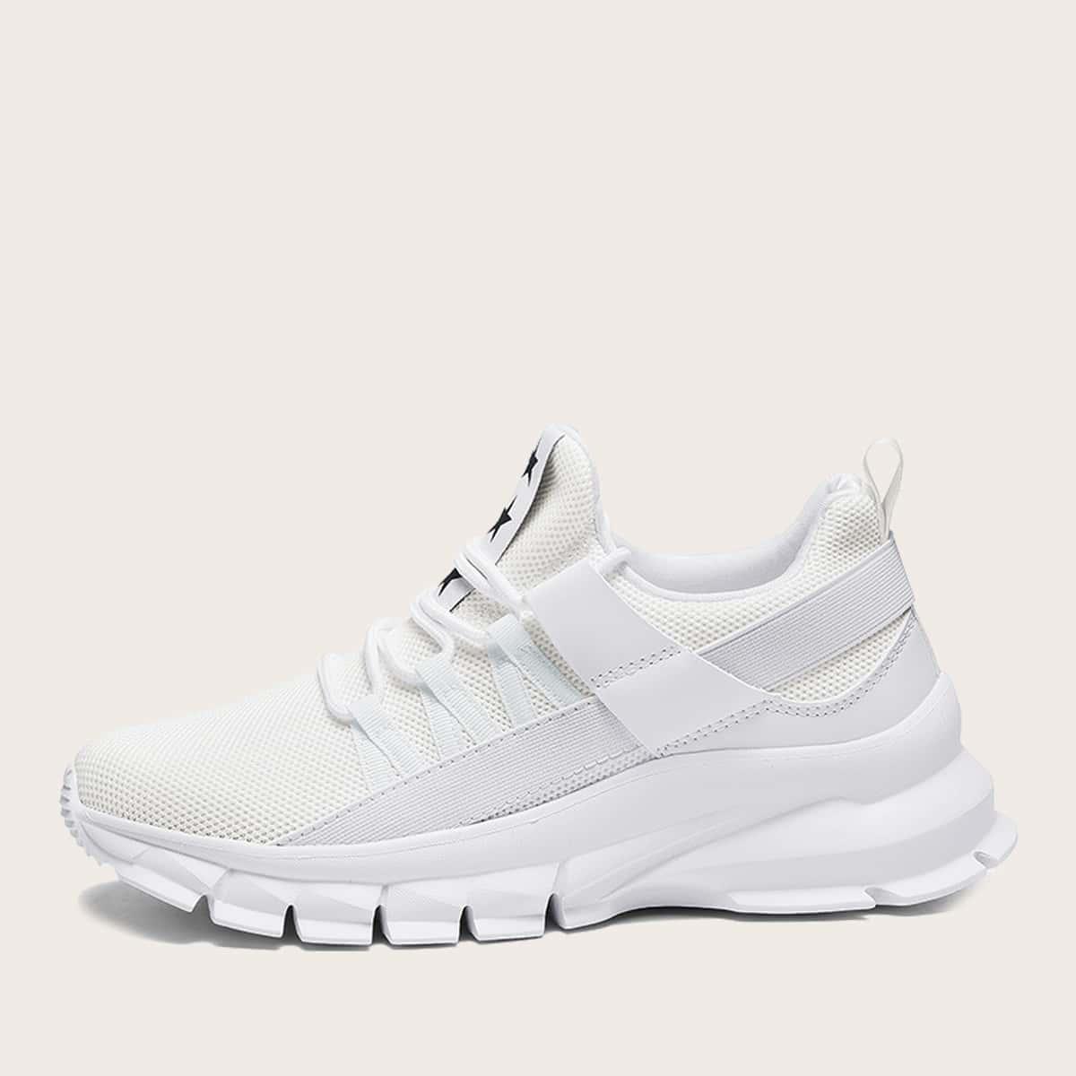 На шнурках геометрический принт мужские кроссовки