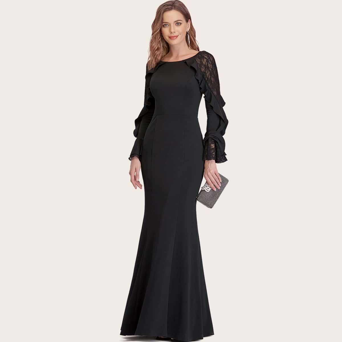 Платье-русалка с оборкой и кружевной вставкой