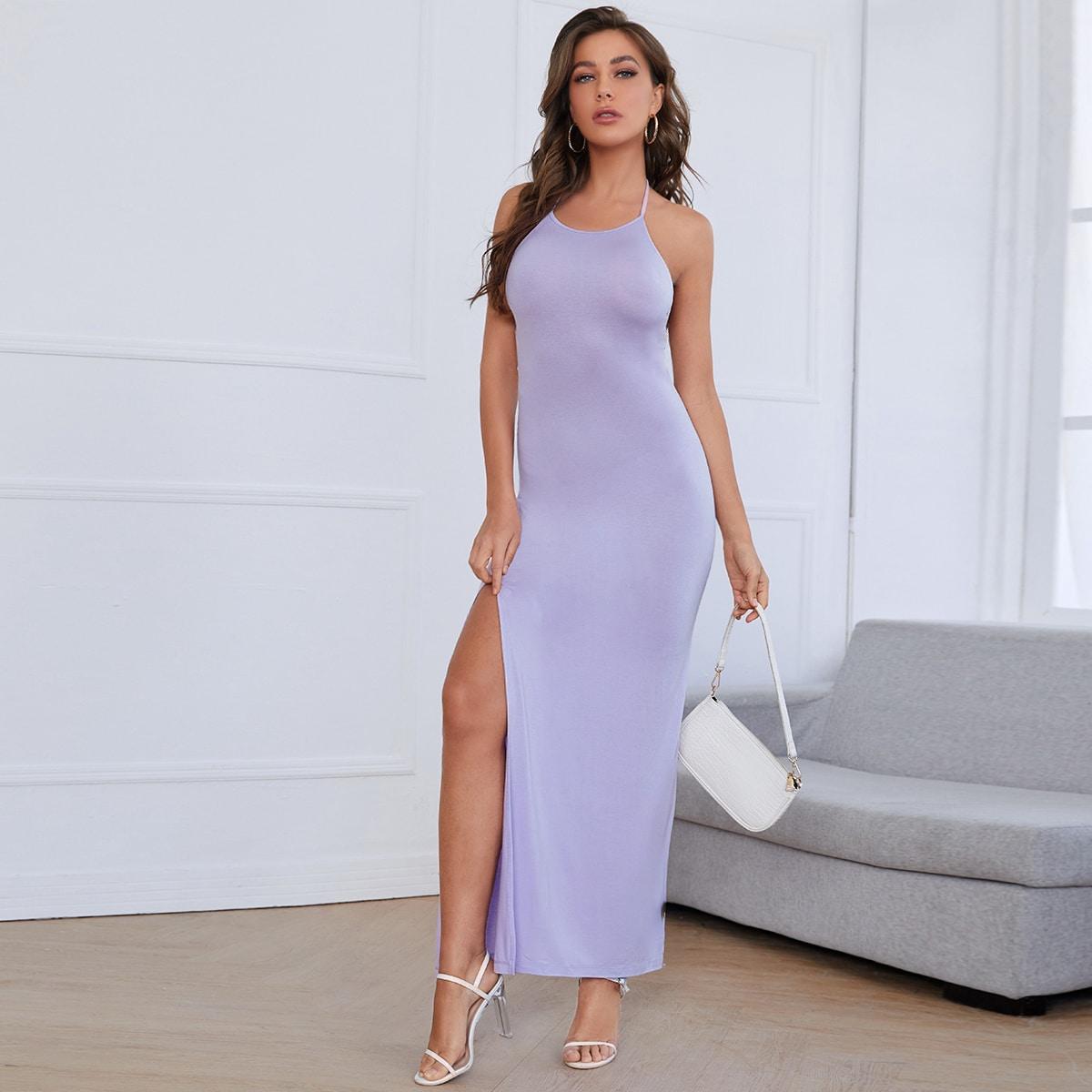 Однотонное платье с высоким разрезом