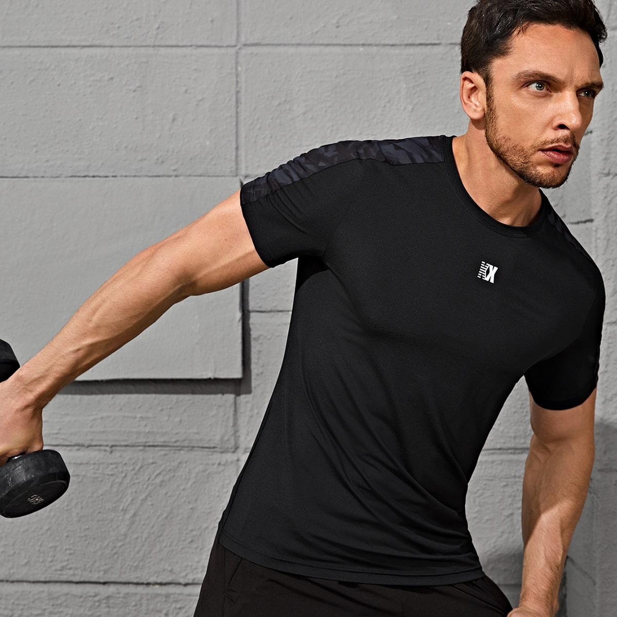 Мужская спортивная футболка с текстовым принтом по цене 870