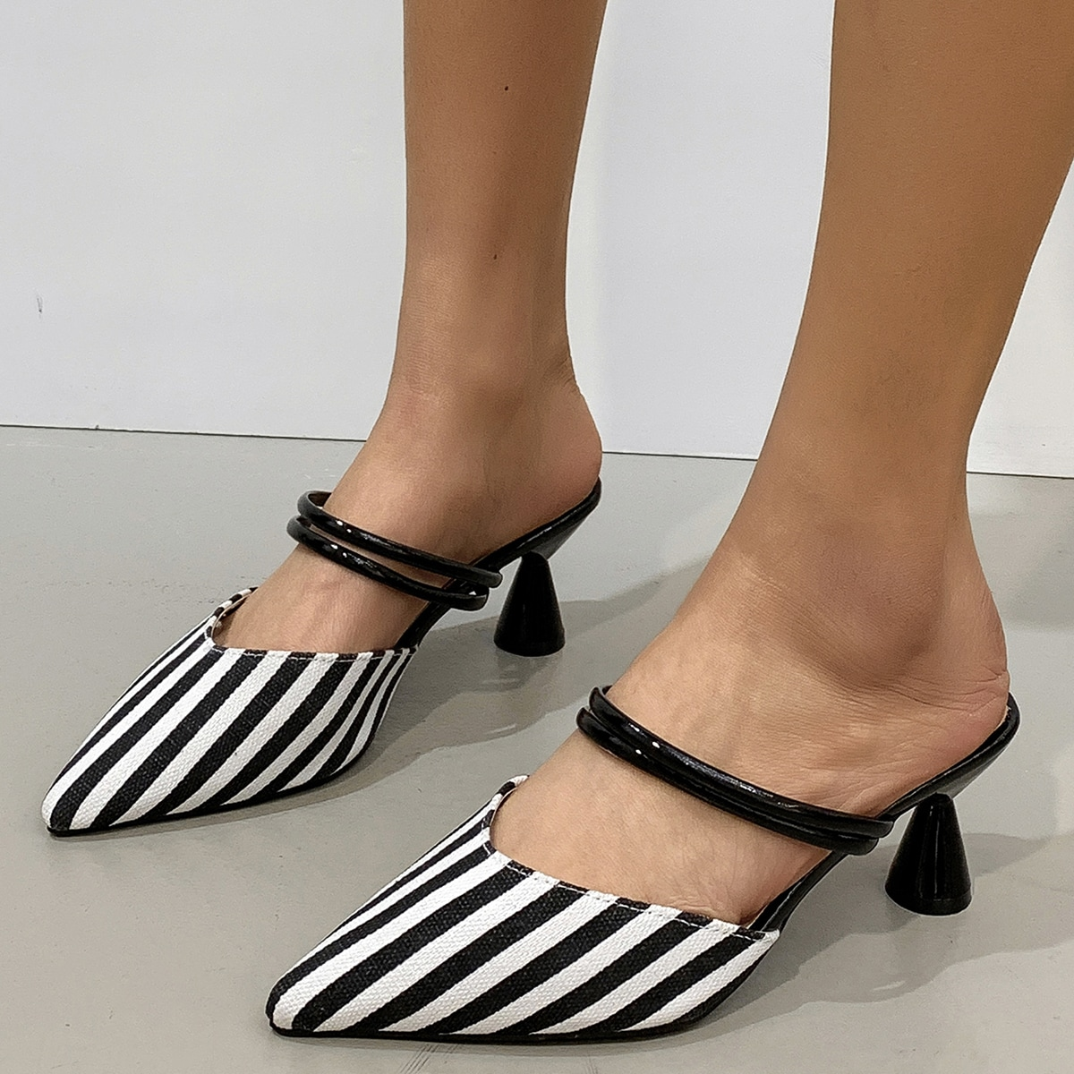 Остроконечные туфли на каблуке в полоску