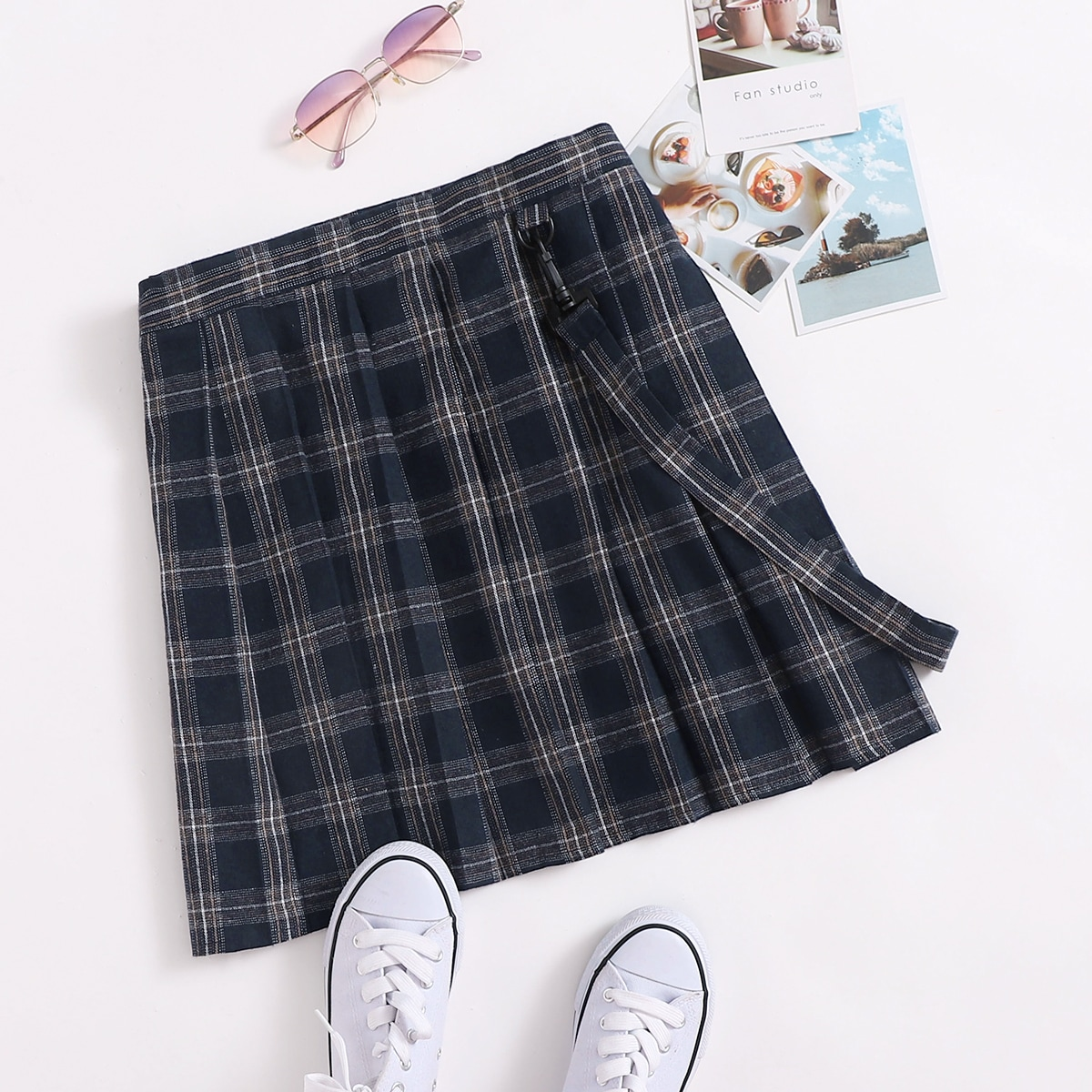 SHEIN / Plus Tartan Pleated Skirt With Strap