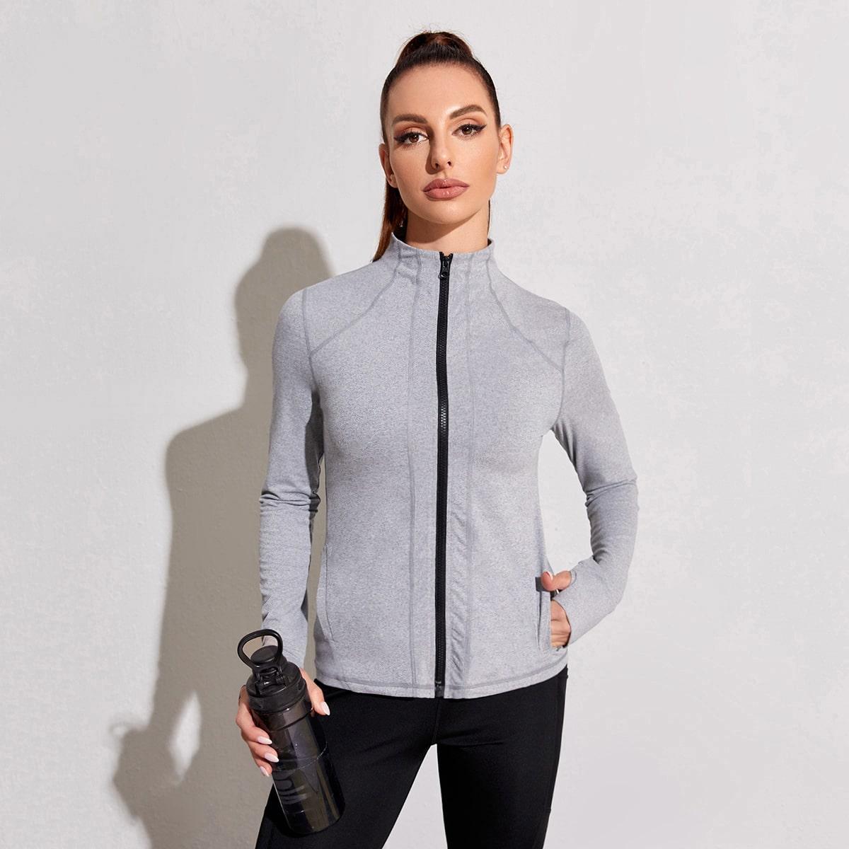 Спортивная куртка с хорошей эластиностью и отверстием для большего пальца