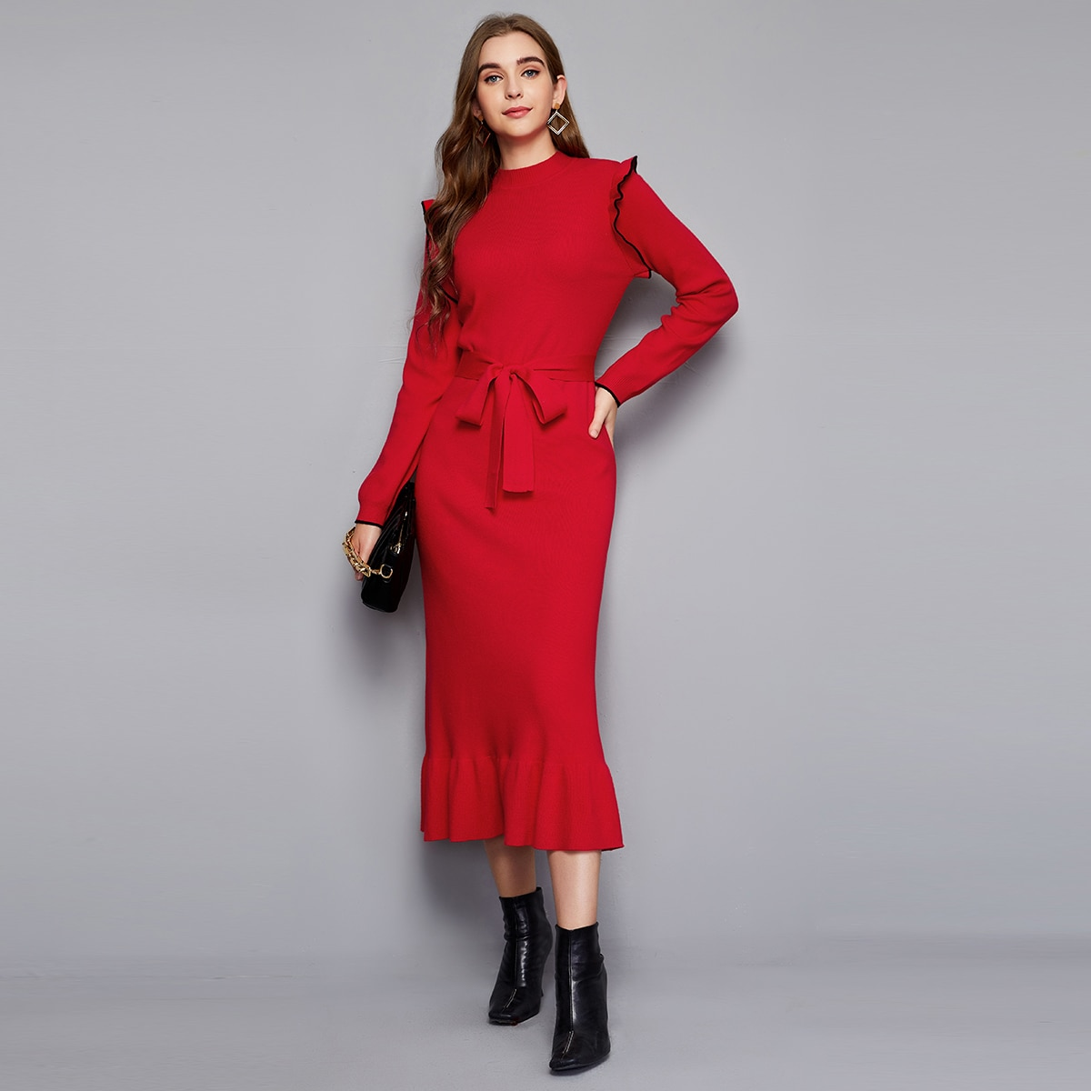 Платье-свитер с поясом и оборкой
