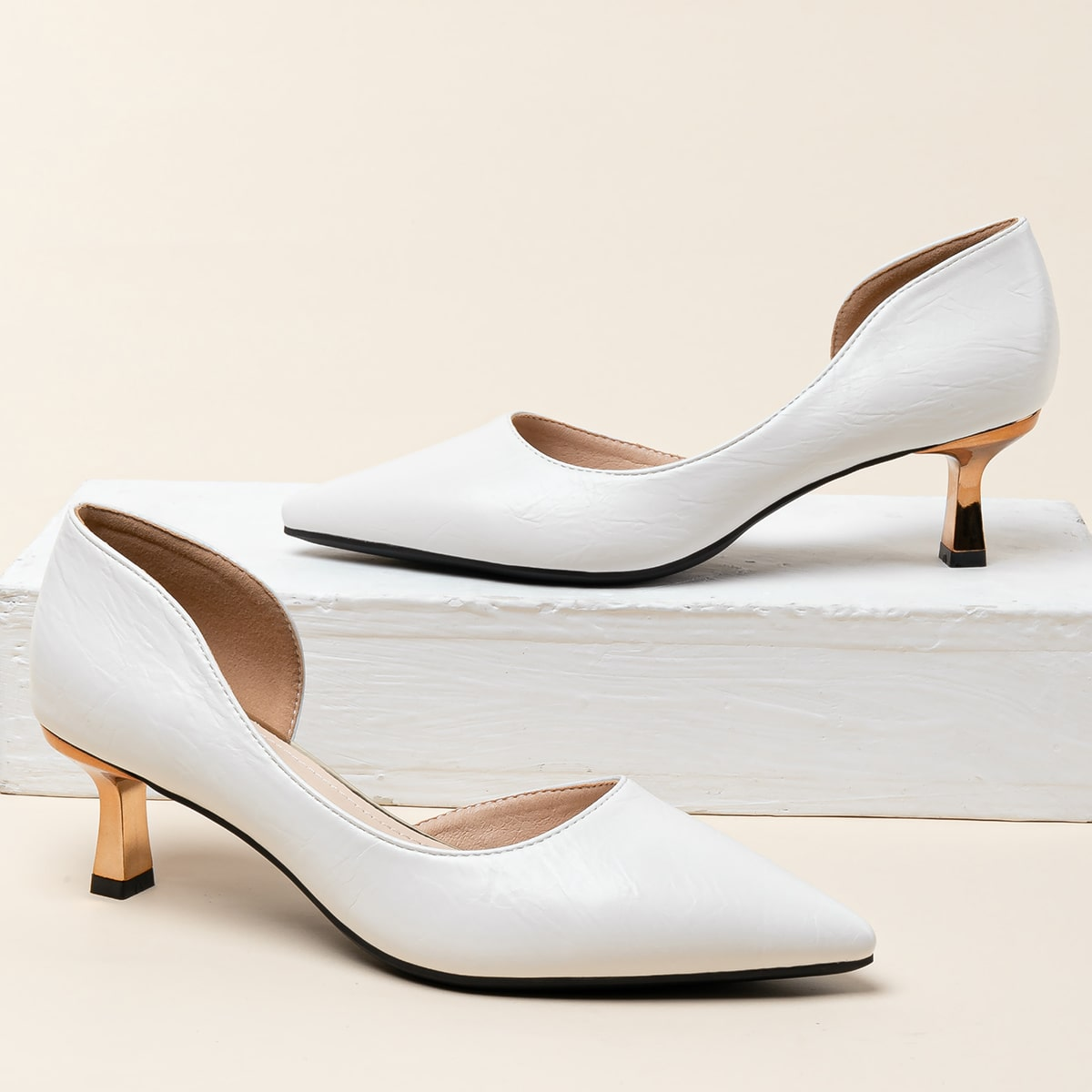 Остроконечные туфли на каблуке