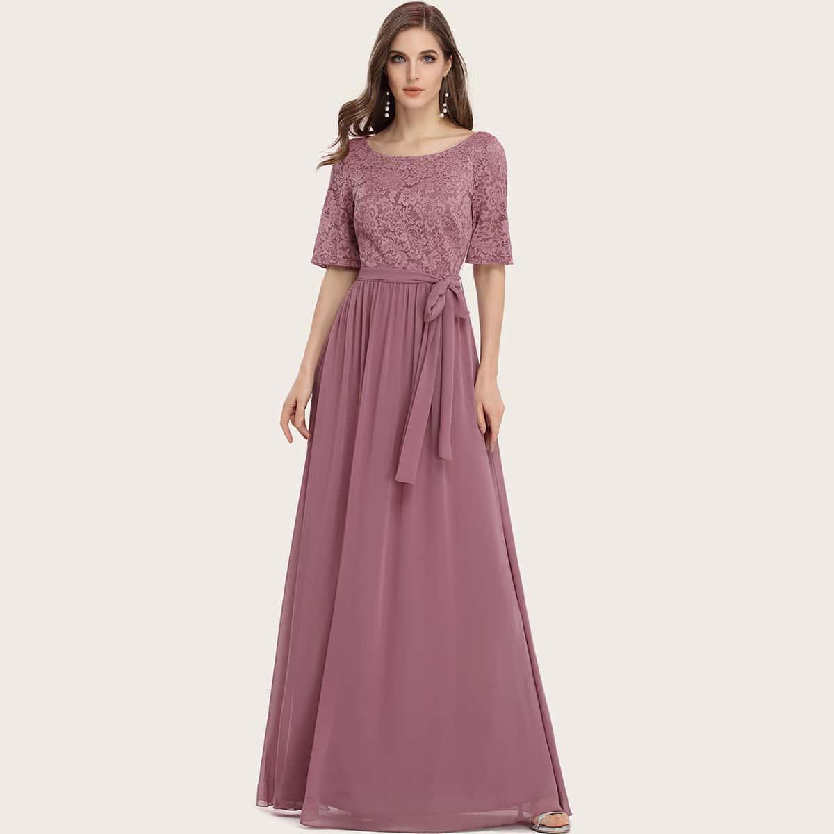 Шифоновое платье с поясом и кружевной отделкой