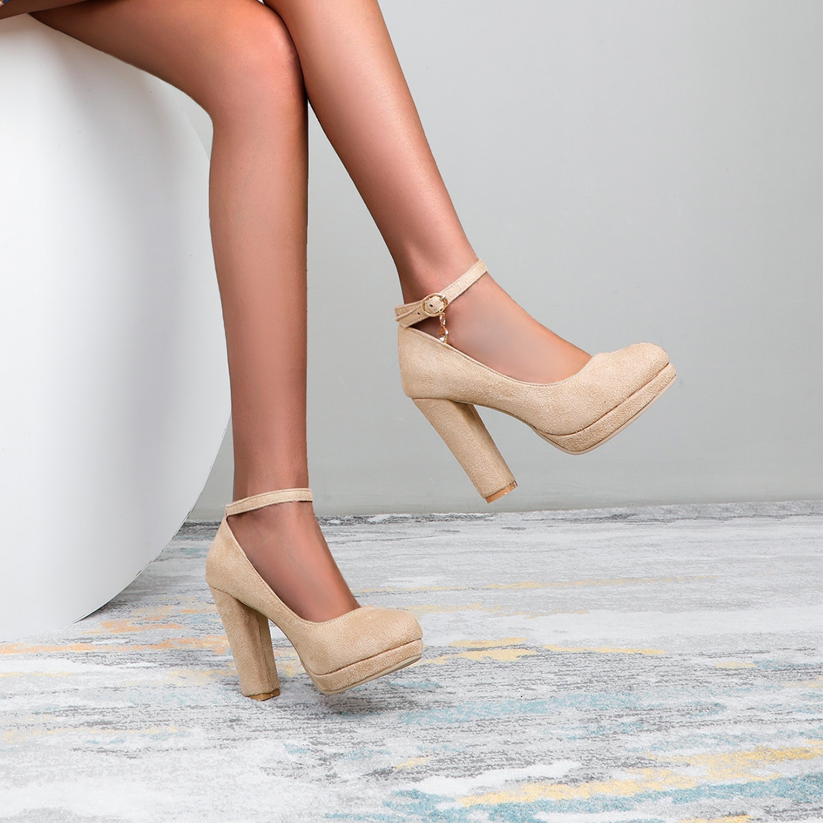 Замшевые туфли на массивном каблуке от SHEIN