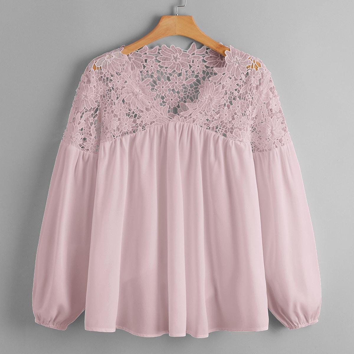 Блузка размера плюс с кружевной отделкой