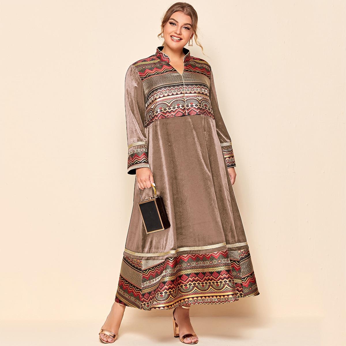 Контрастное платье размера плюс с оригинальным принтом