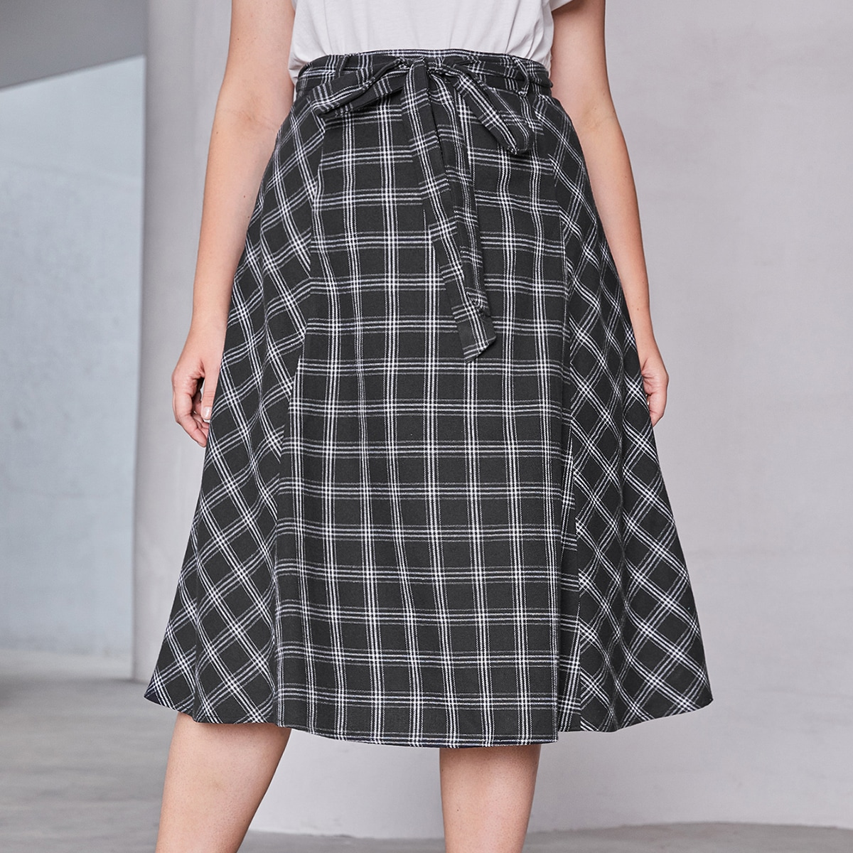 SHEIN / Plus Plaid Belted Skirt