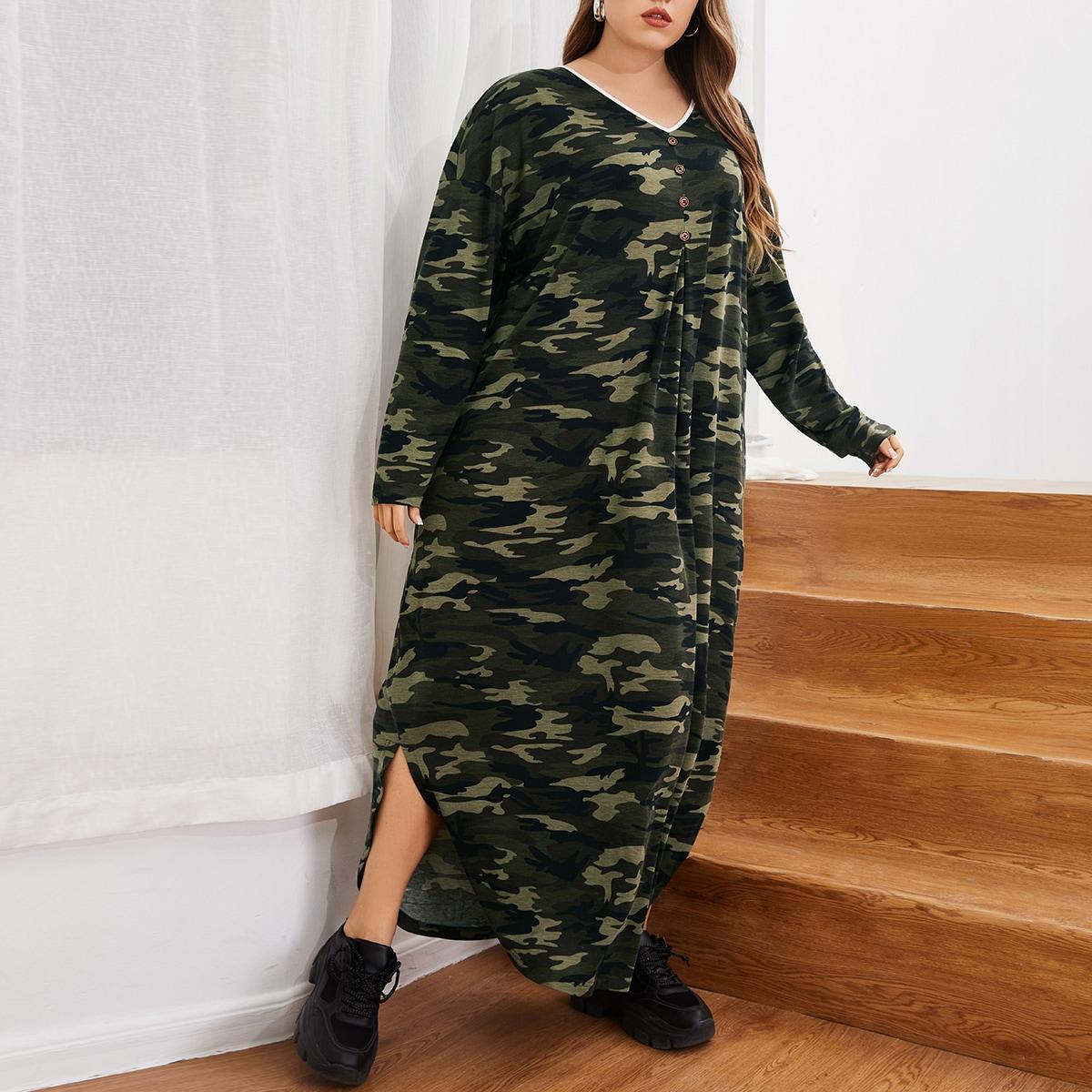 Платье-футболка размера плюс с камуфляжным принтом и пуговицами
