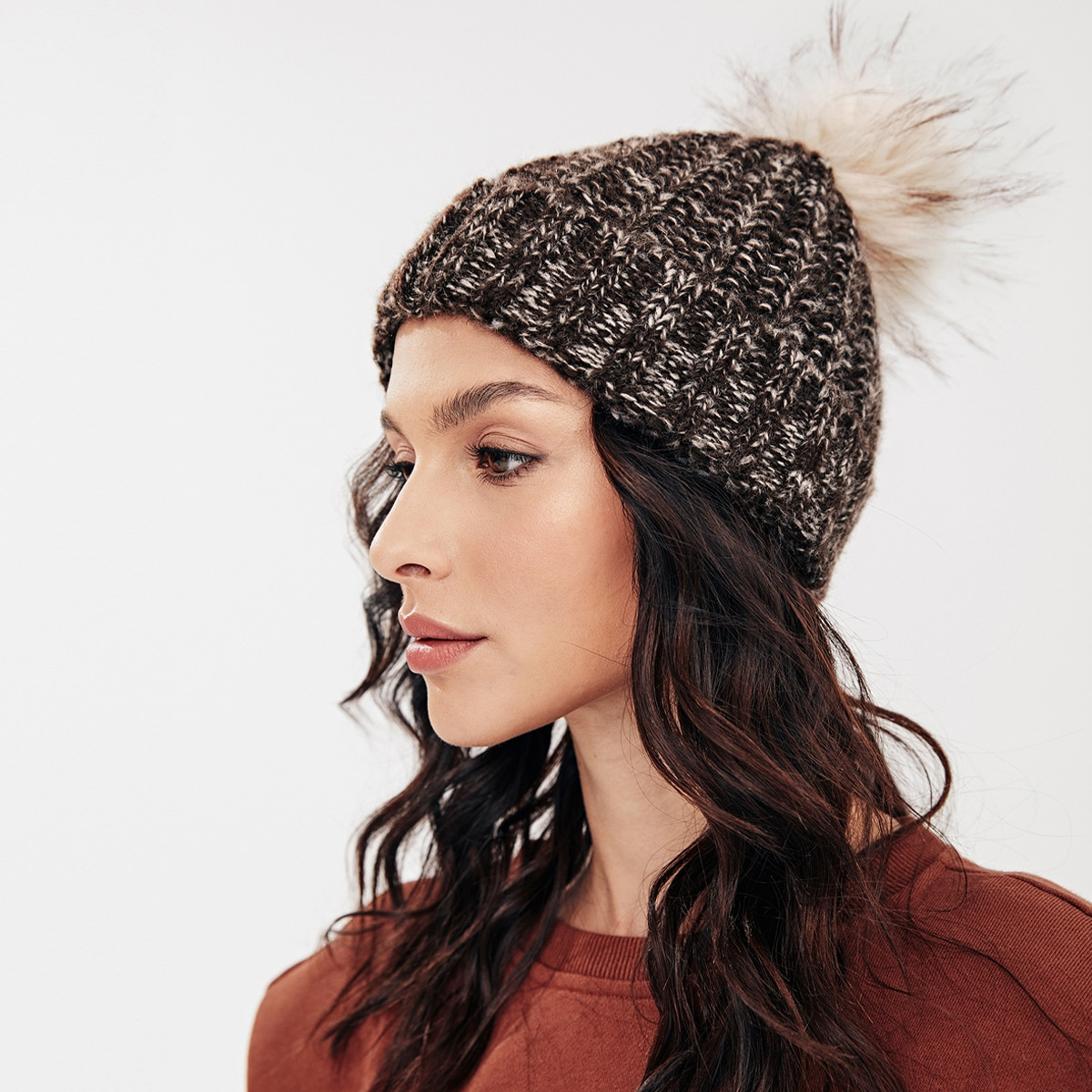 Вязаная шапка-бини с помпоном