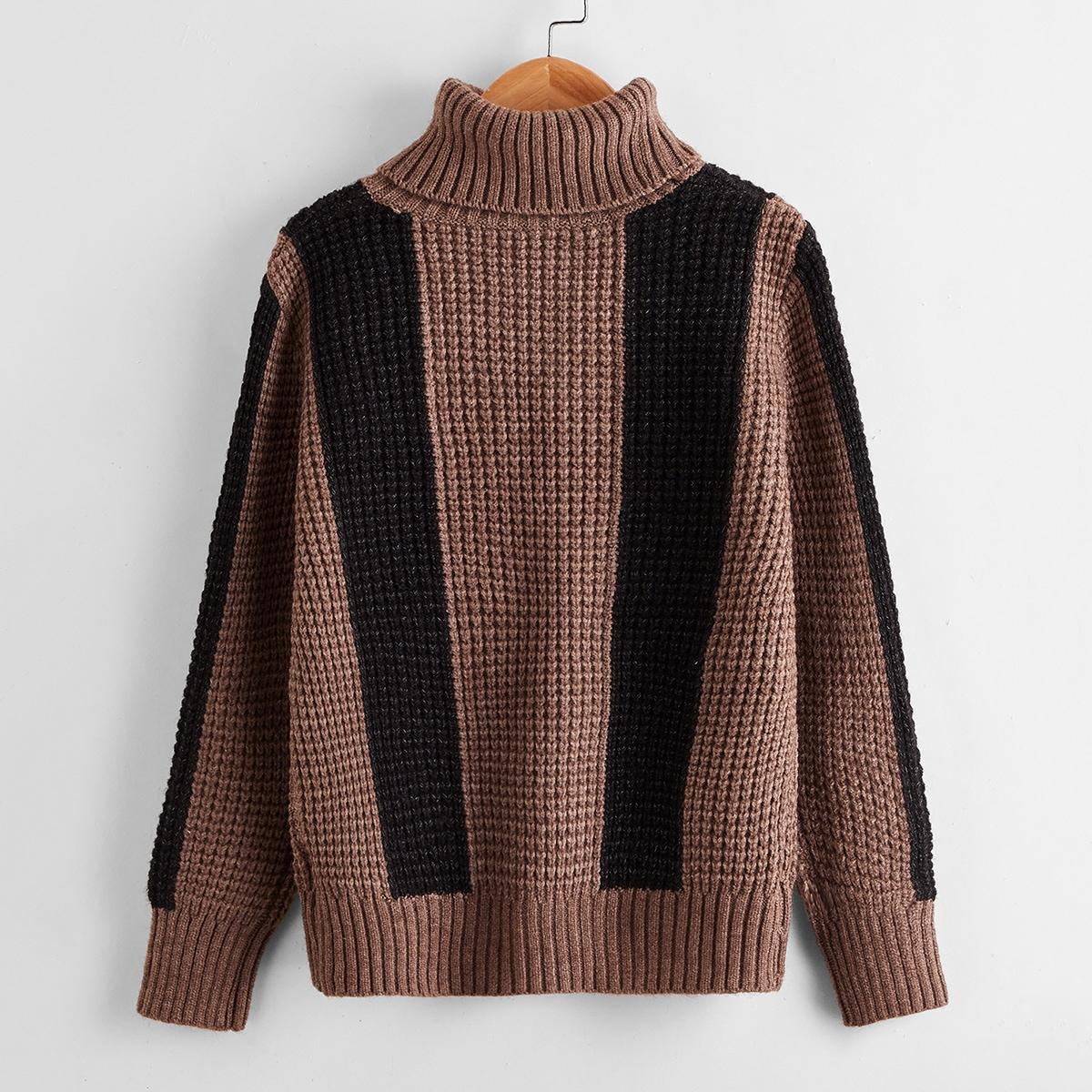 Контрастный свитер с высоким воротником для мальчиков
