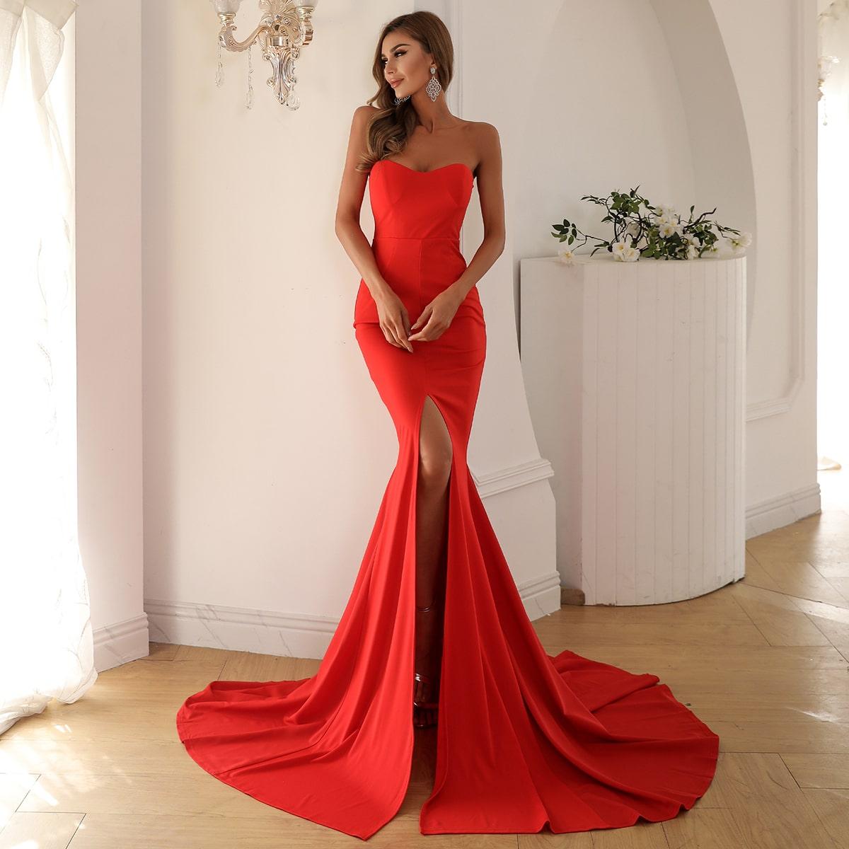 длинное платье-русалка без бретелек с разрезом