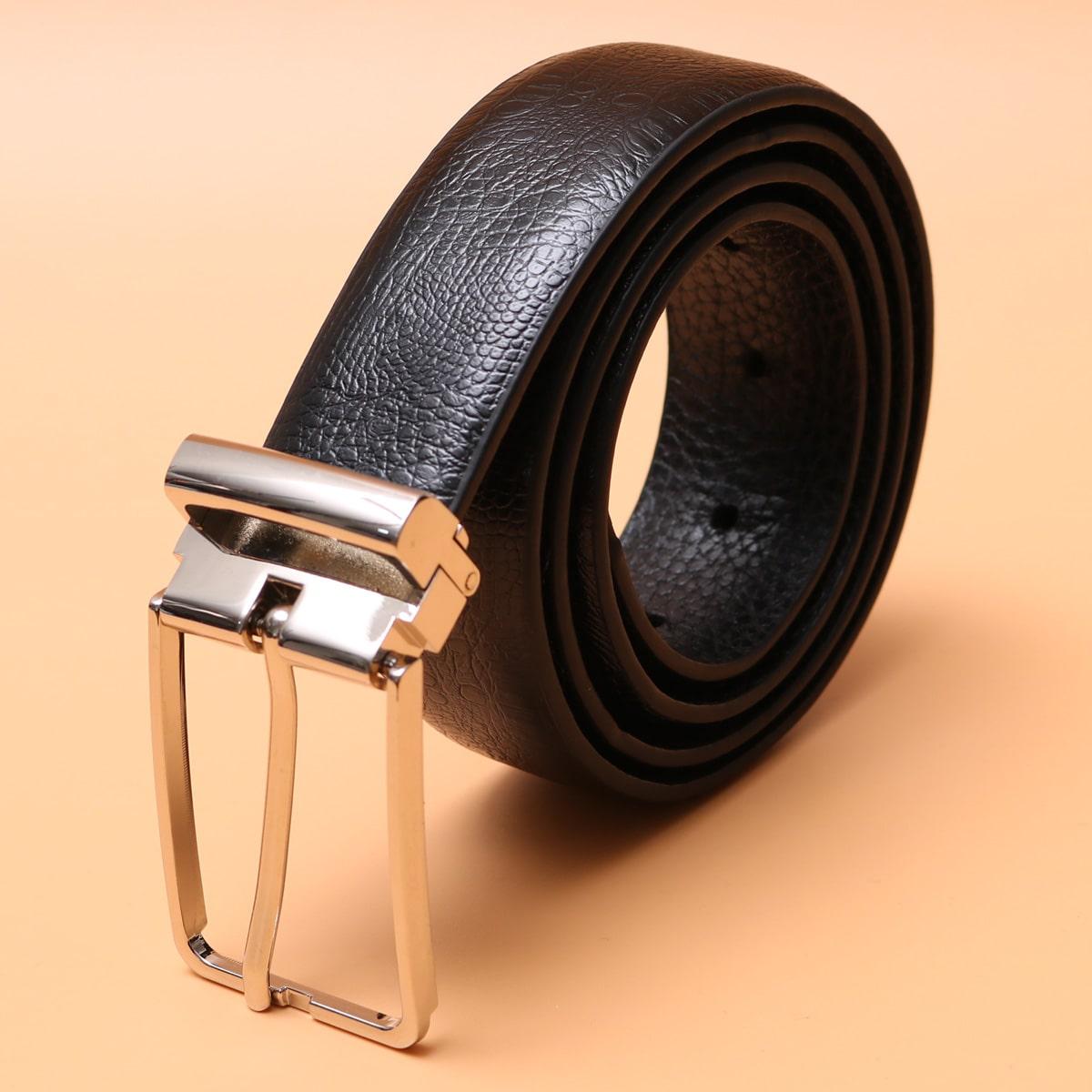 Мужской ремень с металлической пряжкой
