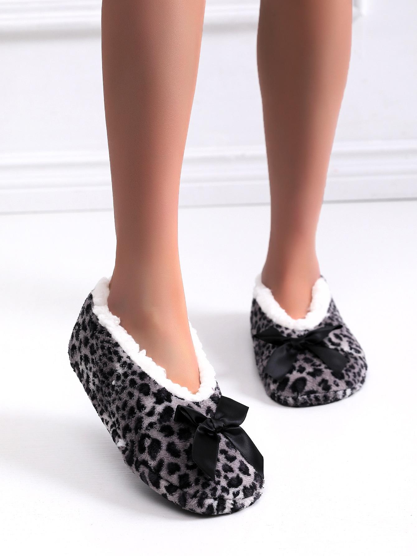 Bow Decor Leopard Bedroom Slippers thumbnail