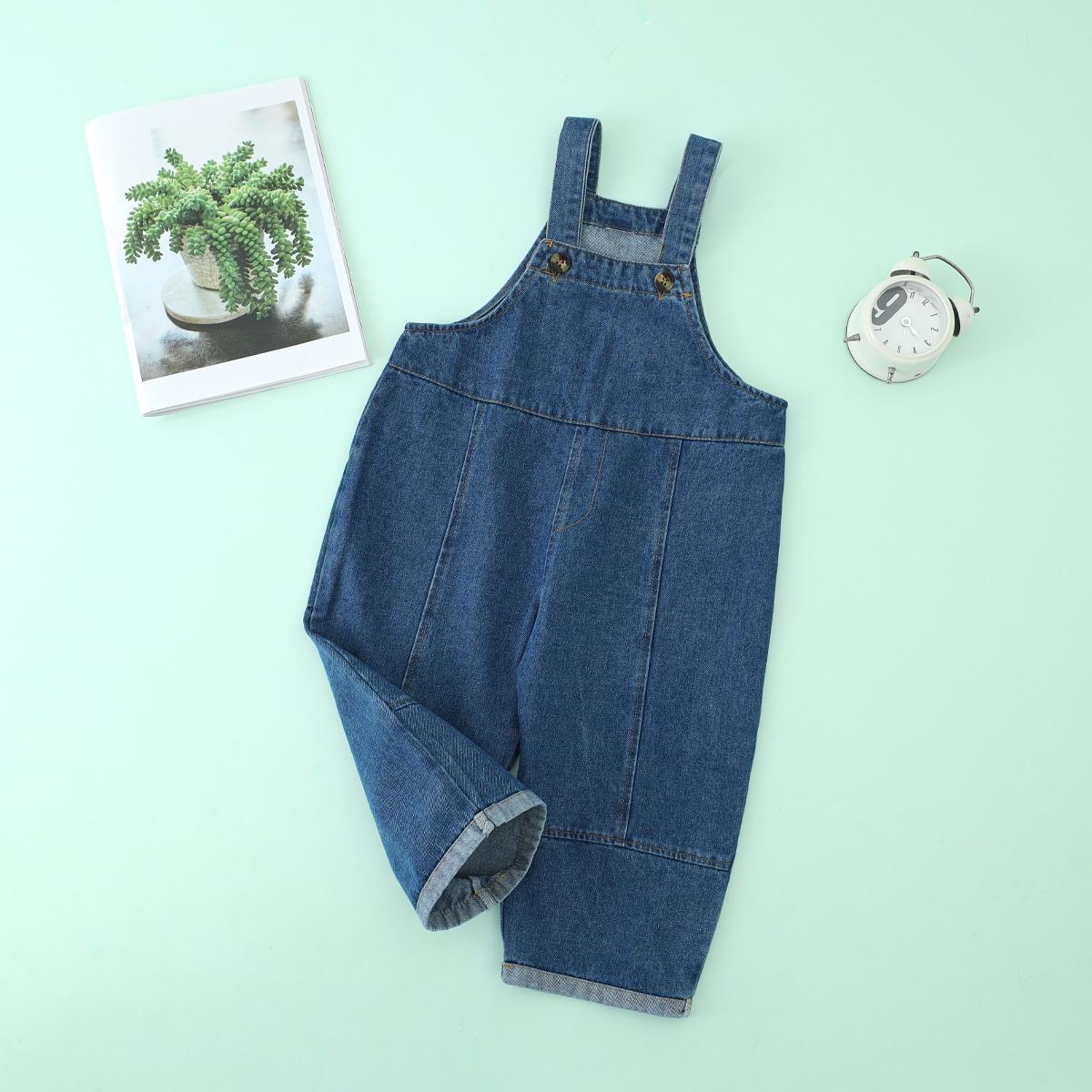 Простой джинсовый комбинезон на подтяжках для маленьких девочек с пуговицами