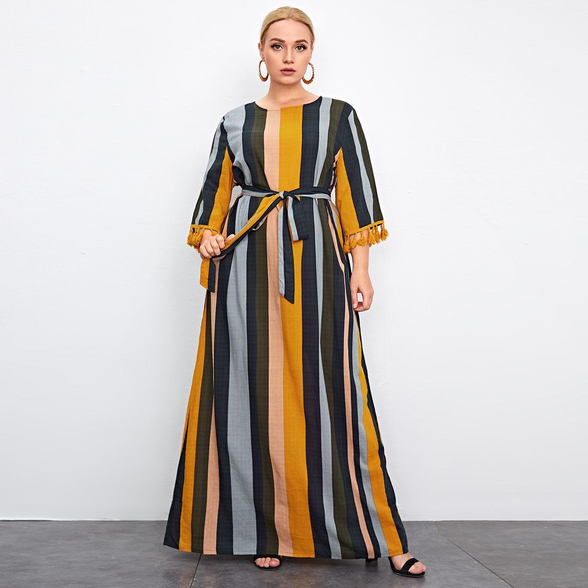 Макси платье в полоску с поясом размера плюс