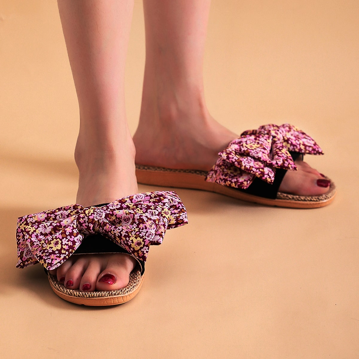 SHEIN Pantoffels met bloemen grafisch versierde strik