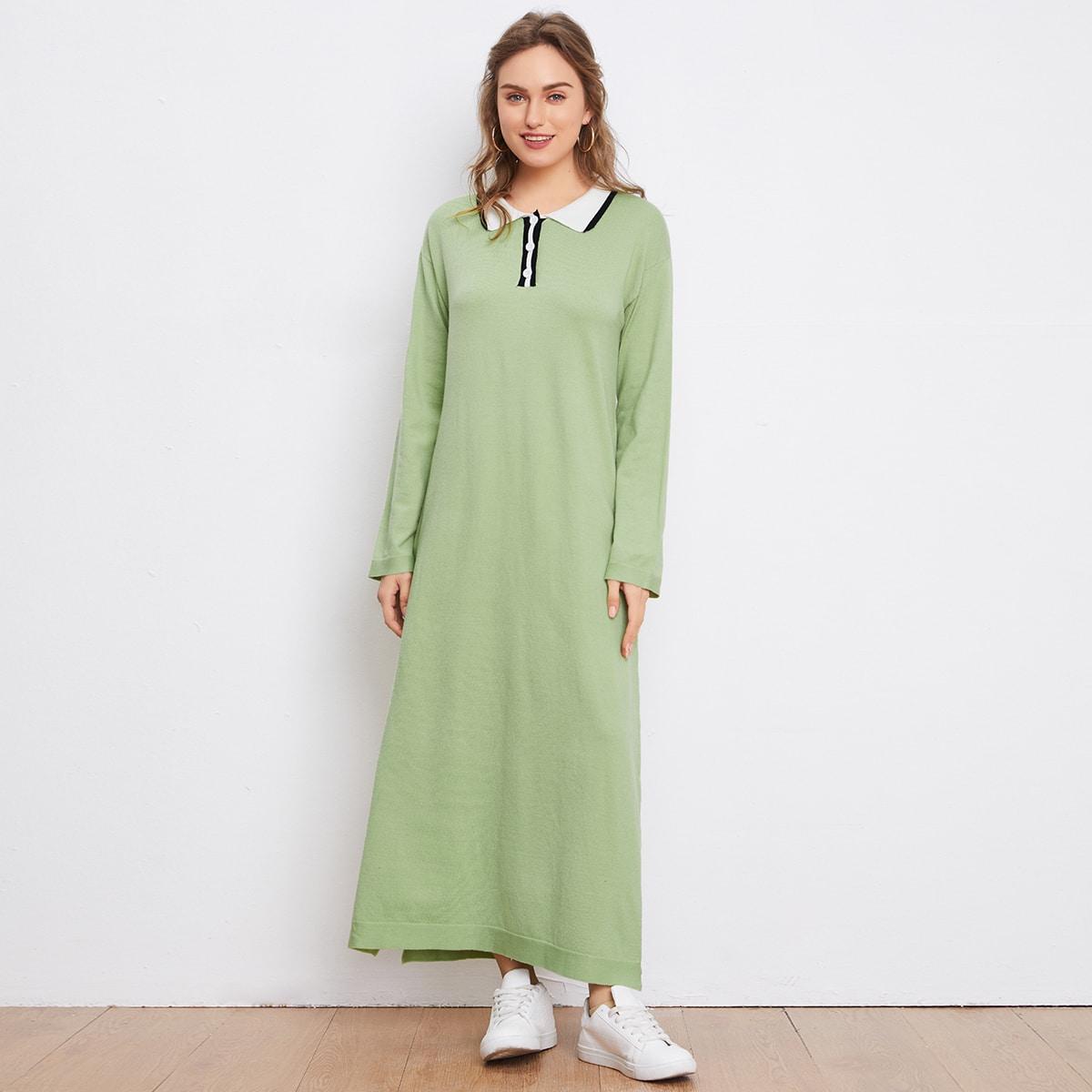 Трикотажное платье с разрезом и воротником-поло