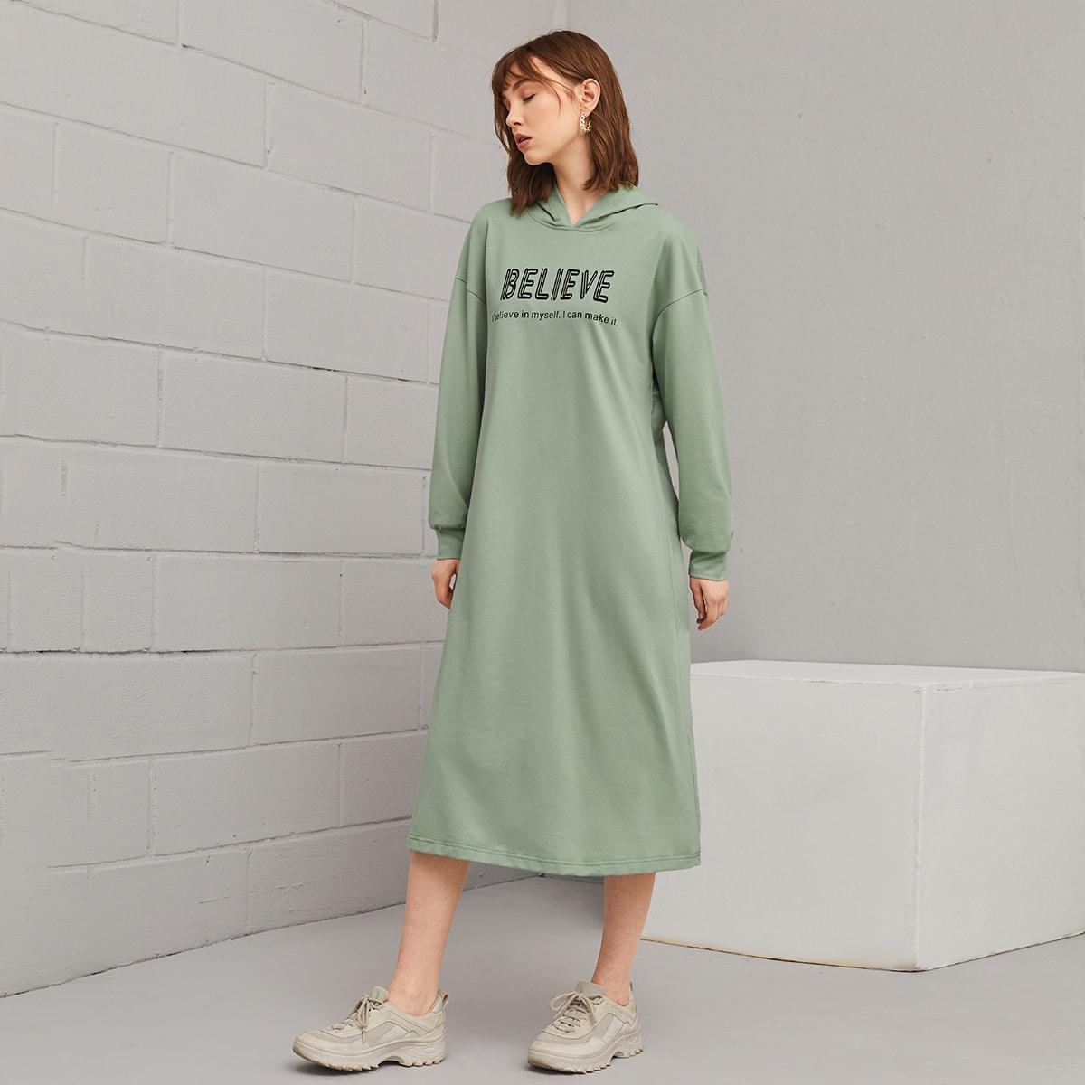Платье-свитшот с капюшоном и текстовым принтом