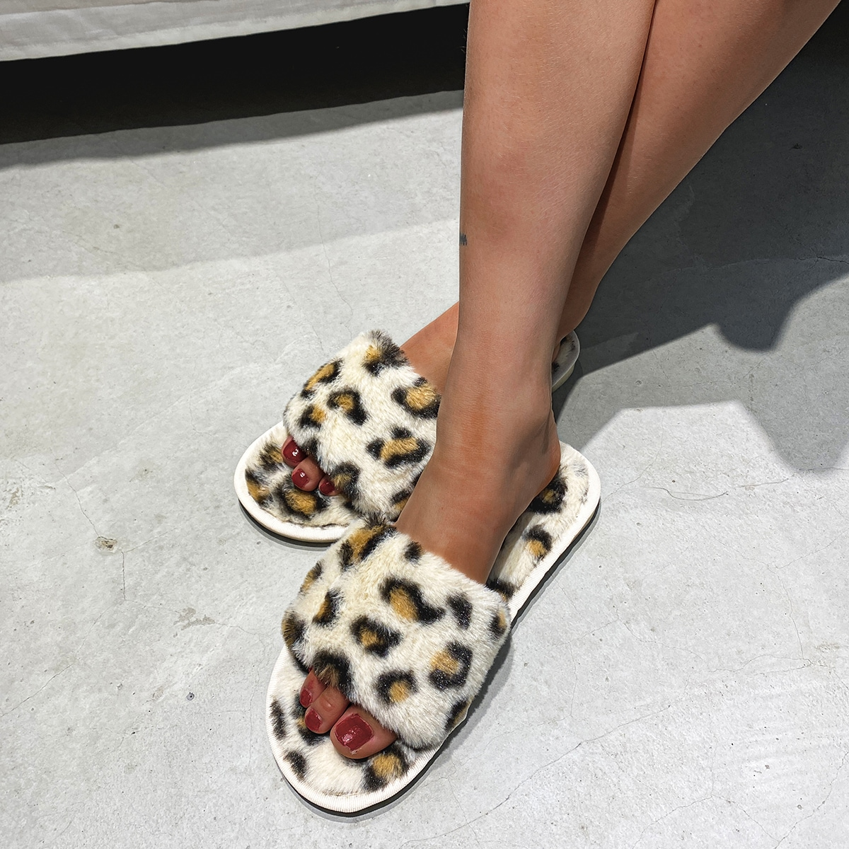 SHEIN / Leopard Faux Fur Bedroom Slippers