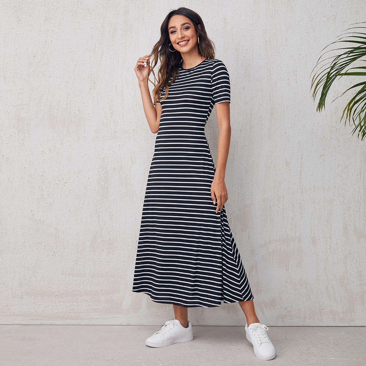 Платье в полоску с круглым вырезом