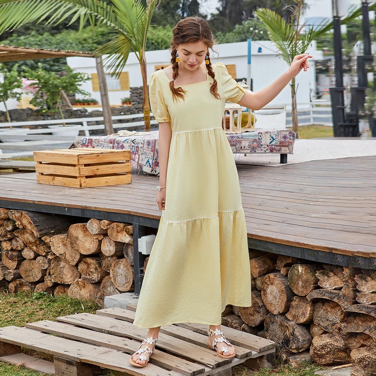 Платье с пышными рукавами и квадратным воротником