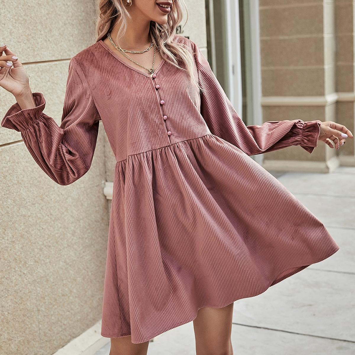 Вельветовое платье с v-образным воротником