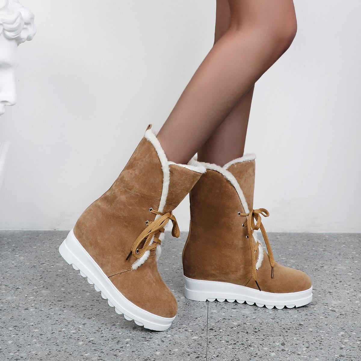 Ботинки на плюшевой подкладке и шнурках