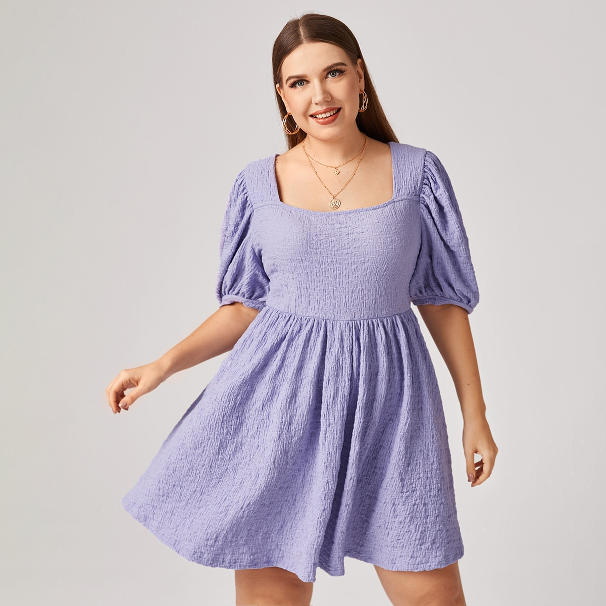 Платье размера плюс с пышным рукавом и квадратным воротником