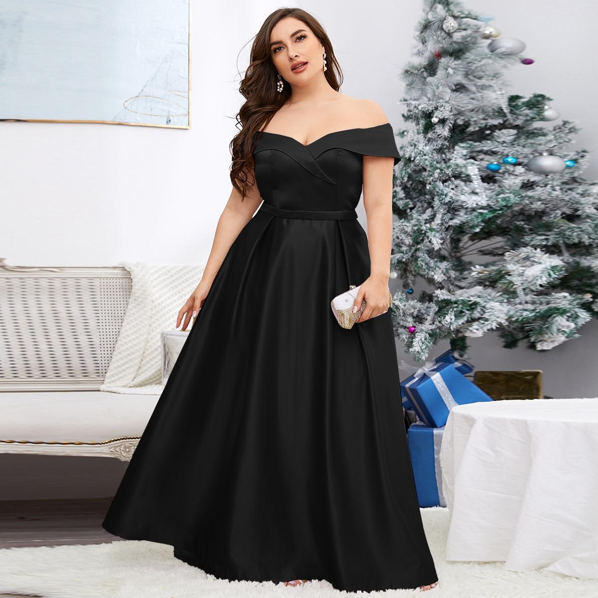 Платье размера плюс с открытыми плечами
