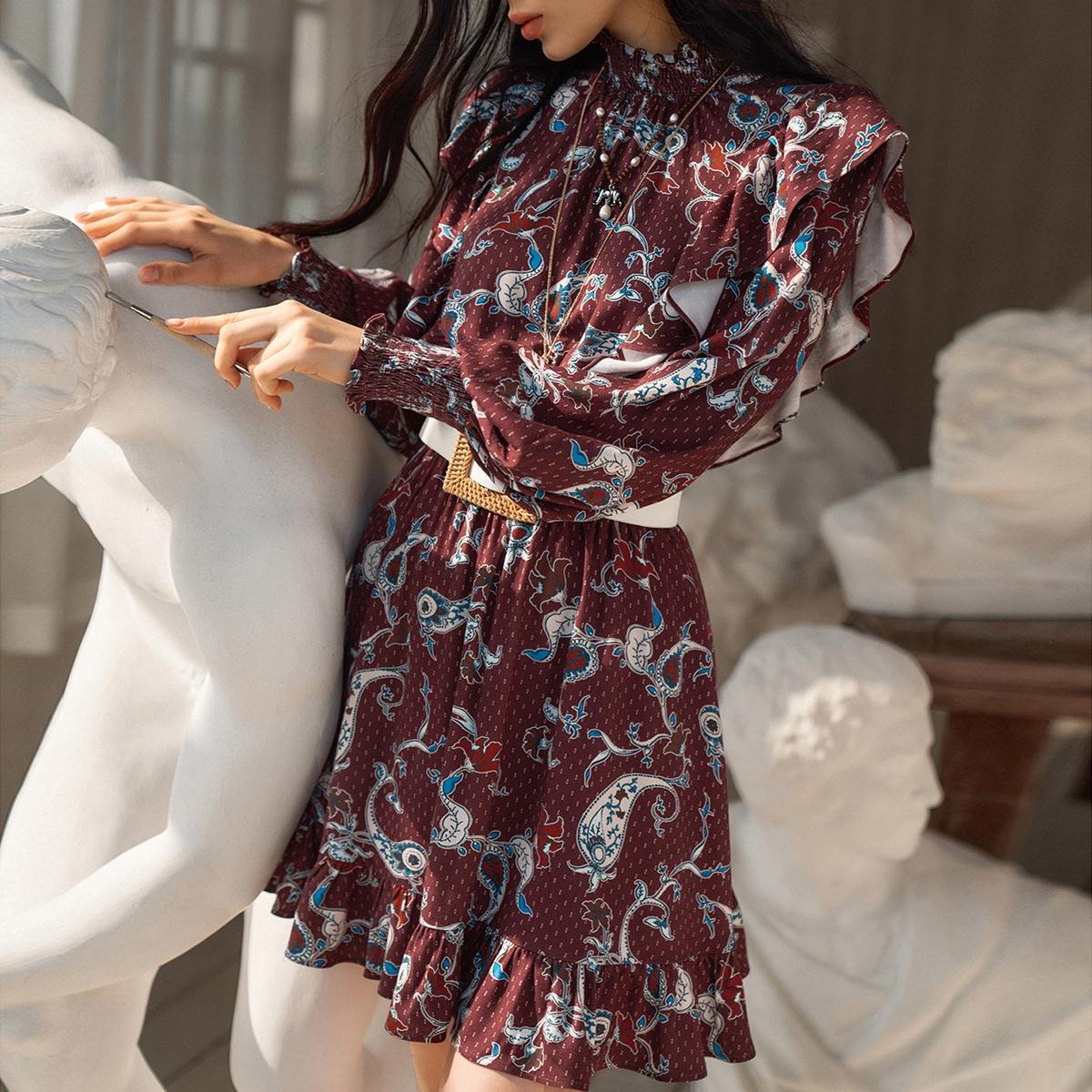 Платье из вискозы с оборками без пояса