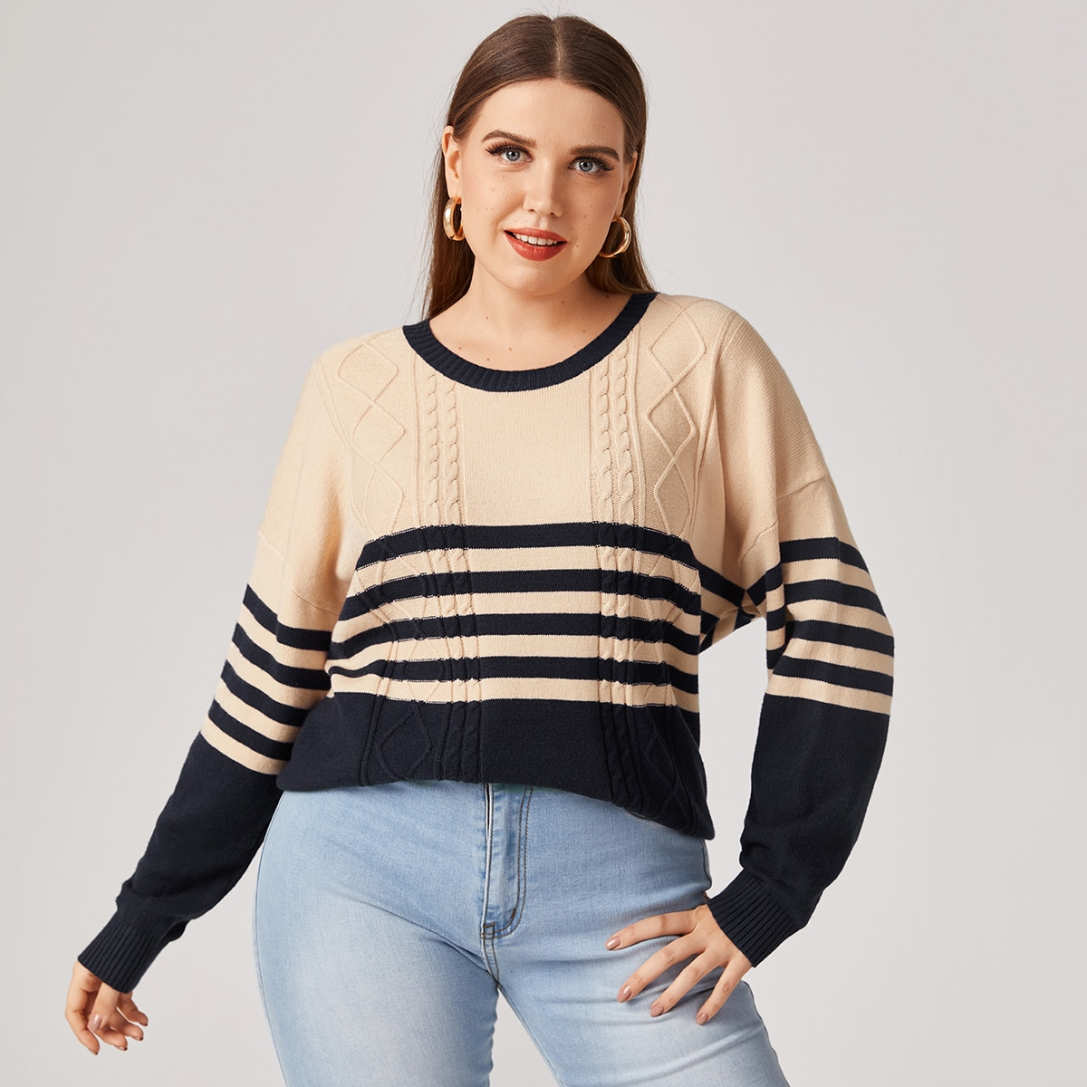 Вязаный свитер размера плюс в полоску