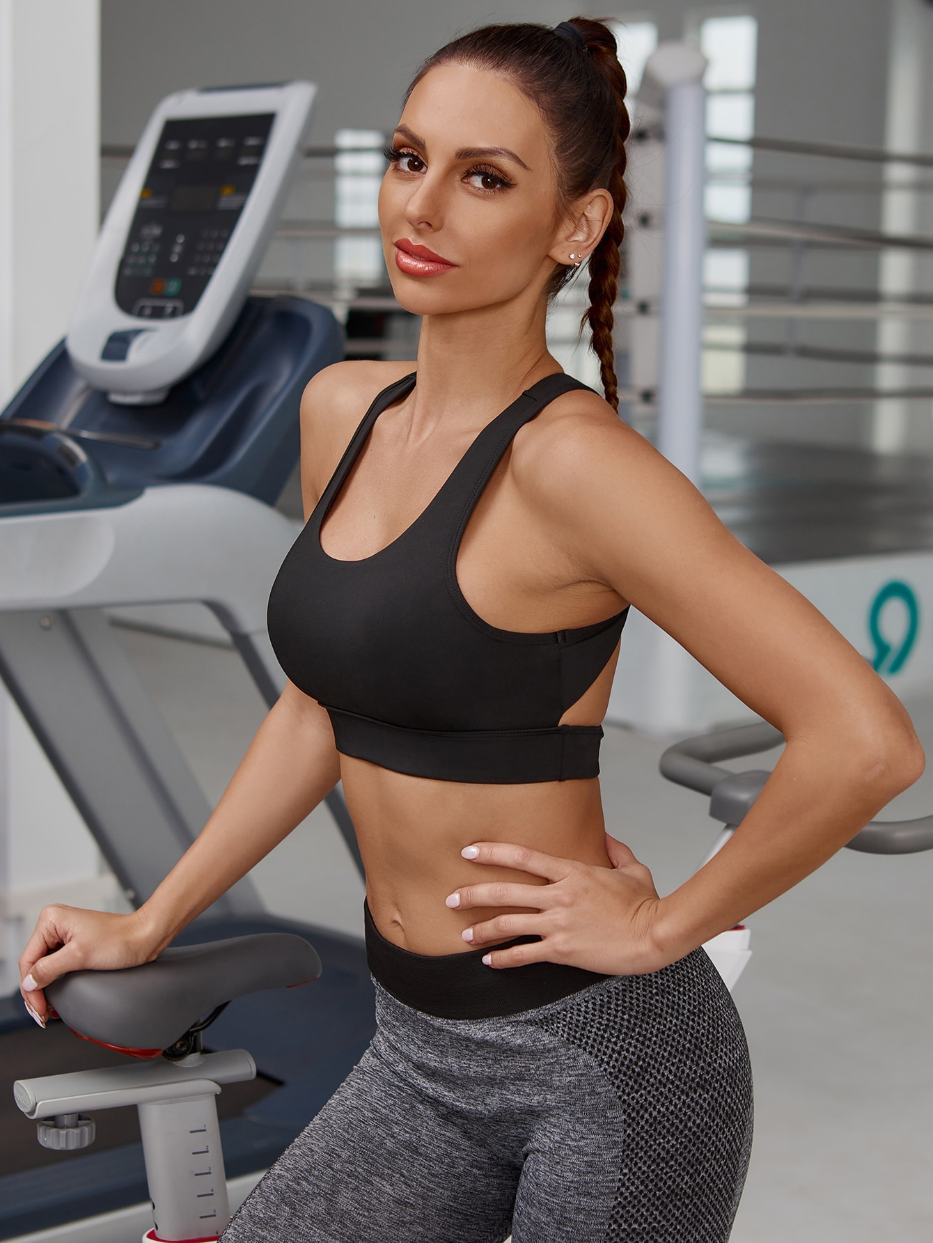 Cut Out Back Solid Sports Bra thumbnail